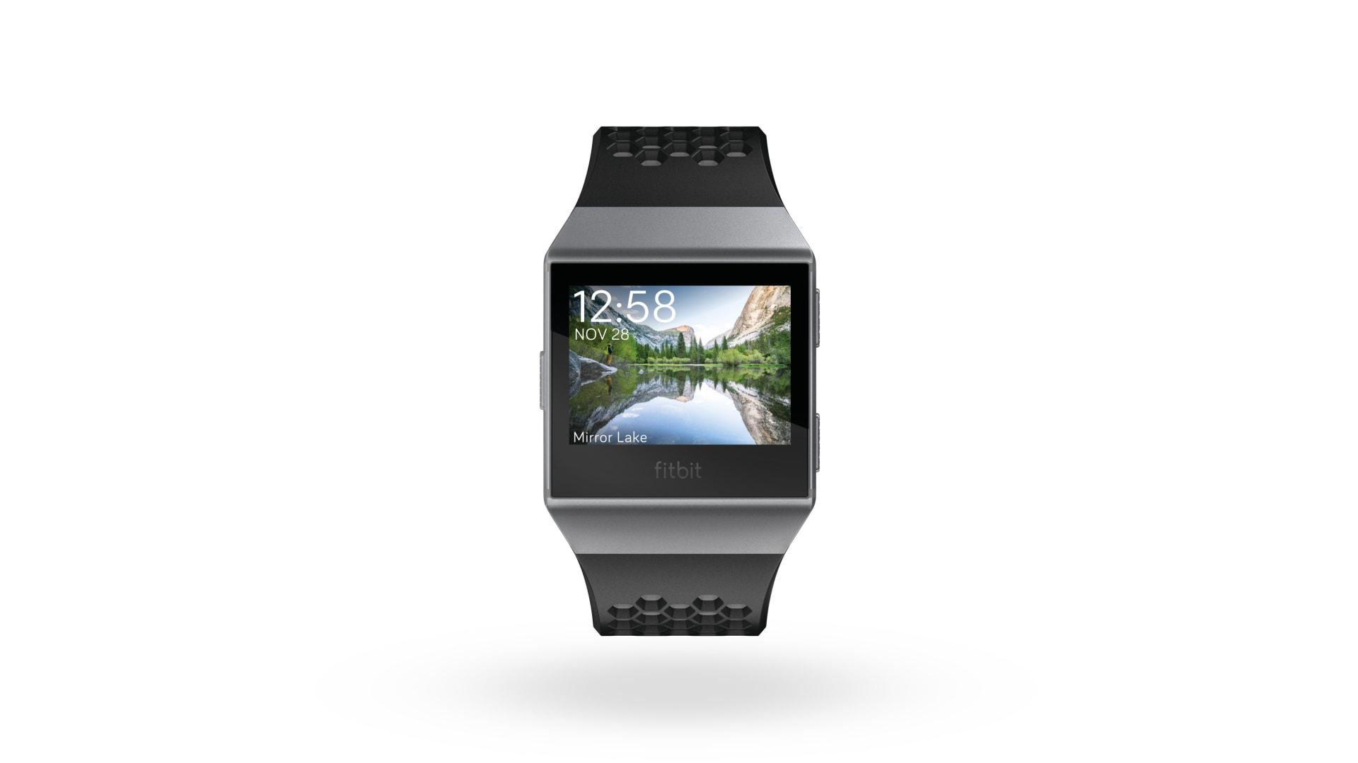 """ما هي مميزات ساعة """"Ionic"""" الذكية من """"Fitbit""""؟"""