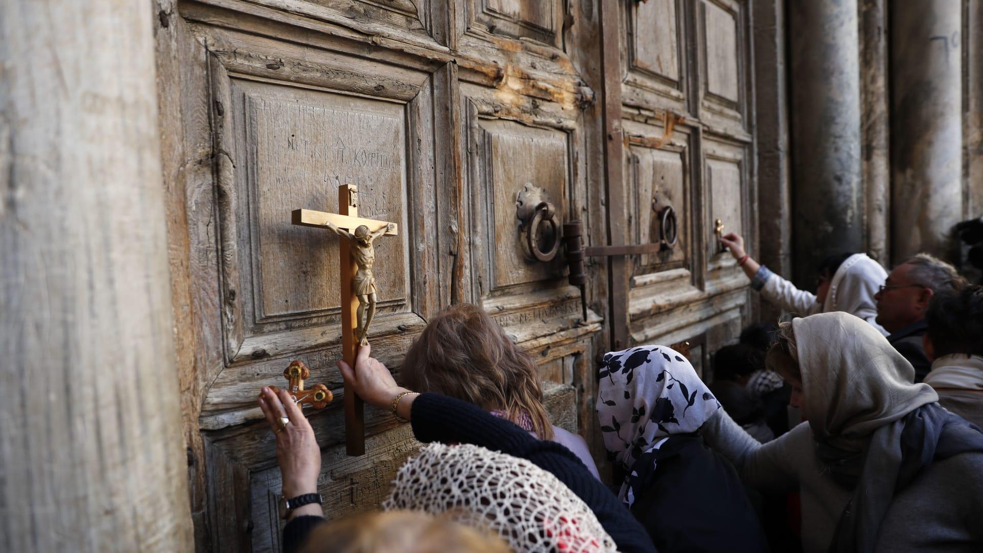 إسرائيل تجمّد قراراتها حول كنائس القدس وممتلكاتها