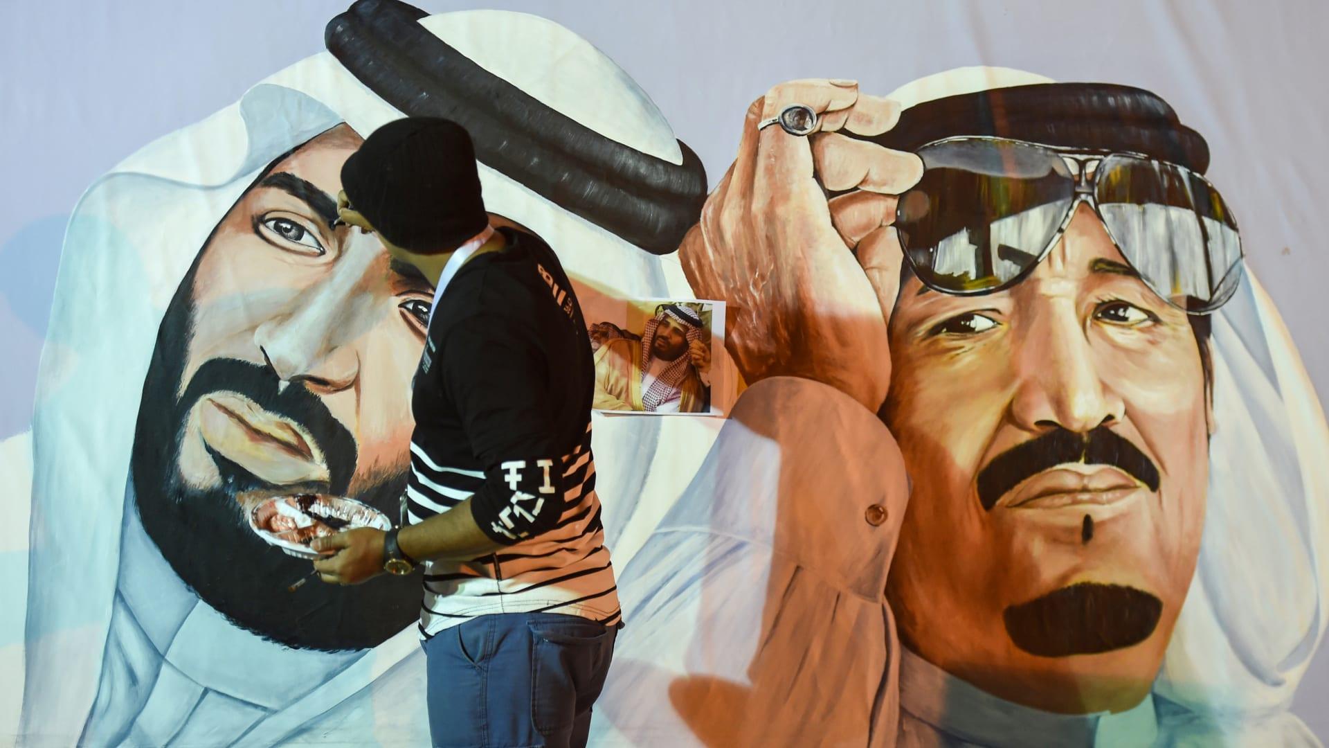 مذكرا بتشرتشل وزمزم.. جونسون: نجاح العالم الإسلامي يعتمد على بن سلمان