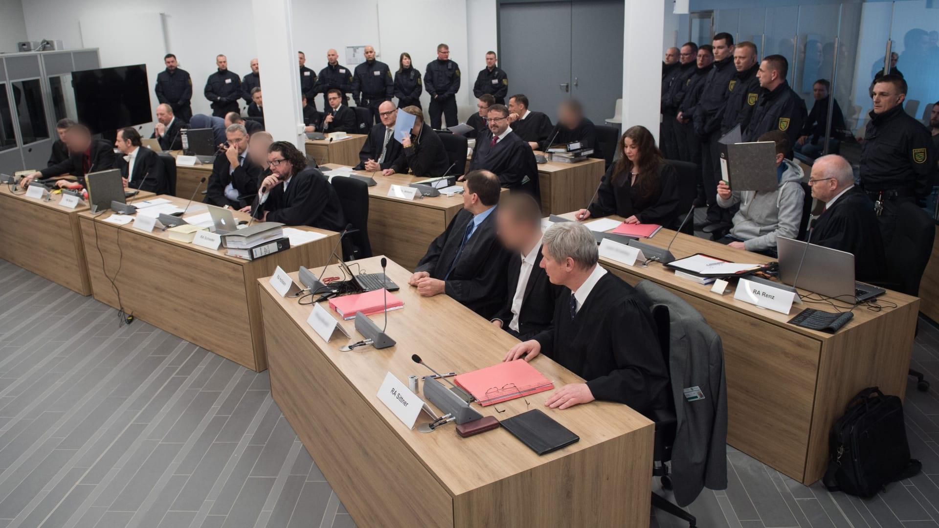 سابقة بألمانيا.. انتظار بت محكمة بقضية يمينيين هاجموا لاجئين