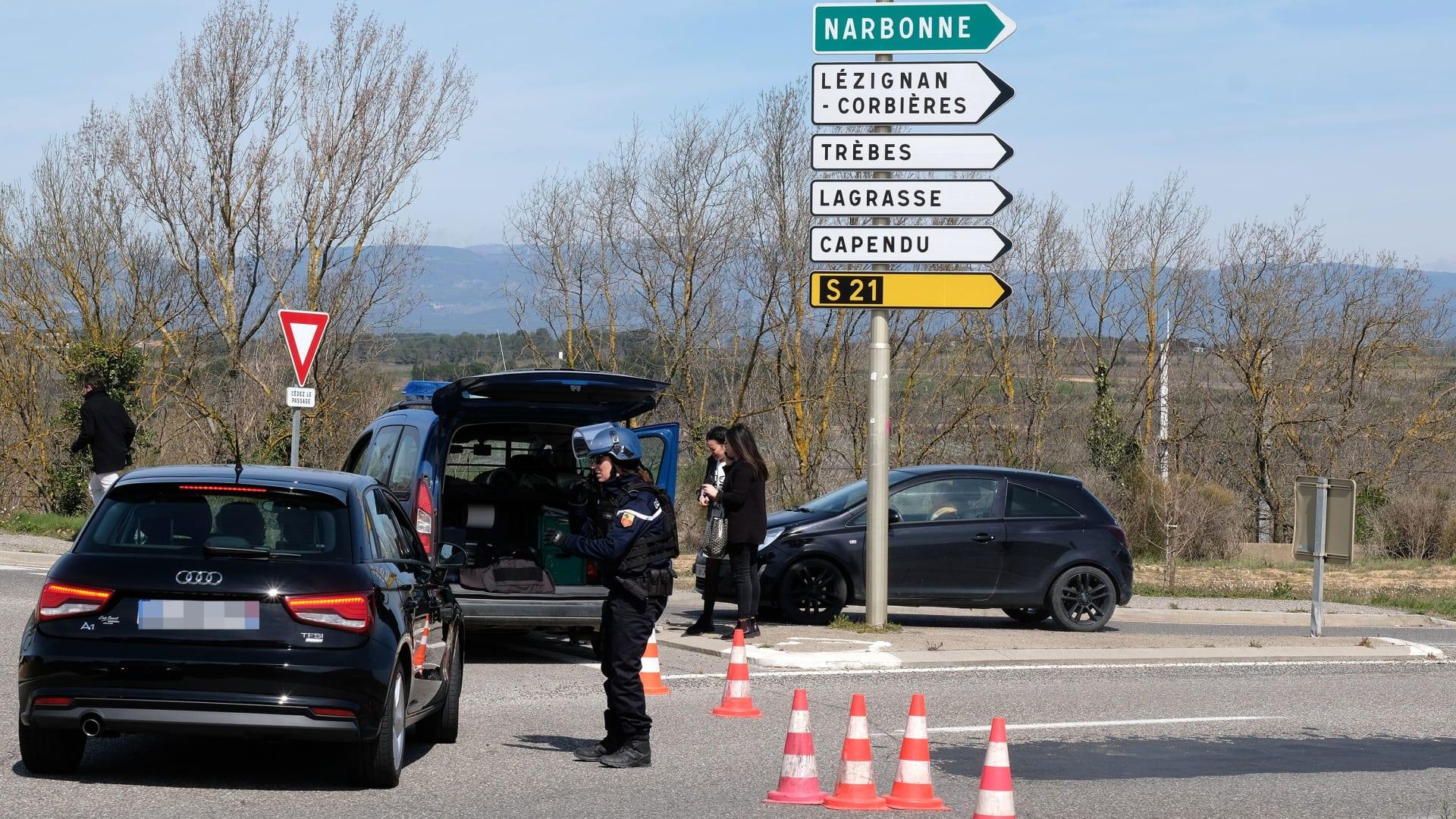 """فرنسا تواجه أزمة رهائن """"من وحي داعش"""" جنوب البلاد"""