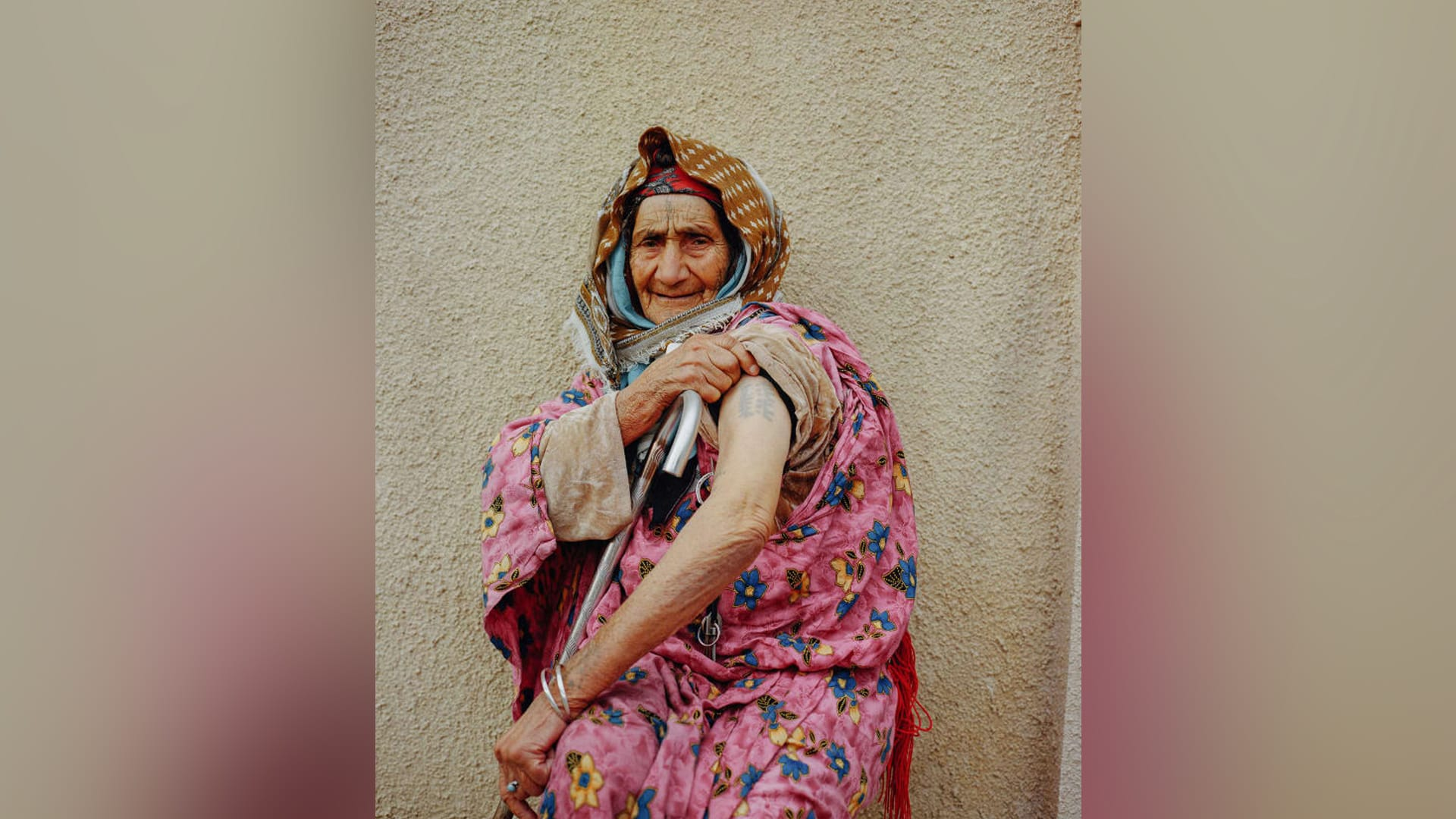 بالصور..نساء عربيات تزيُن وجوههن الوشوم لطرد الأرواح