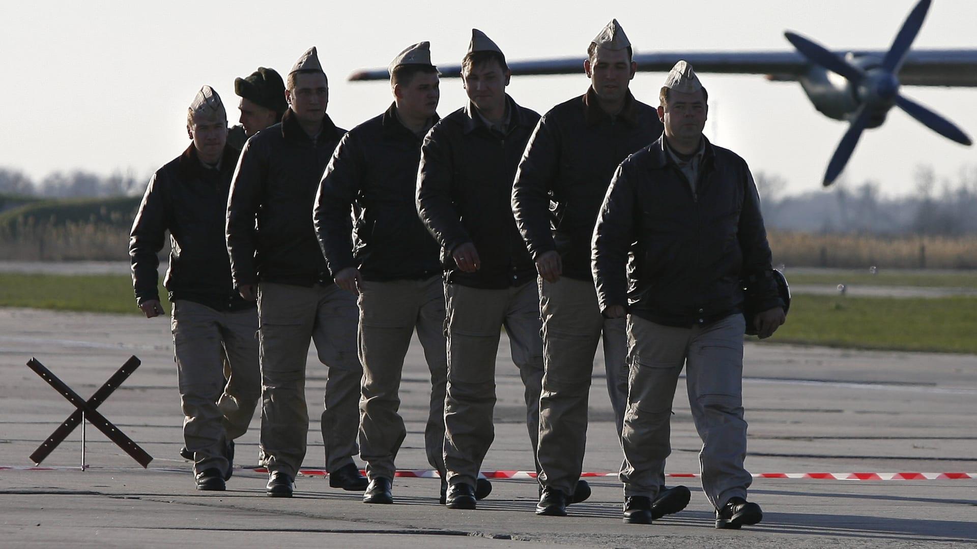 سبوتنيك: الدفاعات الجوية الروسية تسقط أهدافا مجهولة فوق قاعدة حميميم