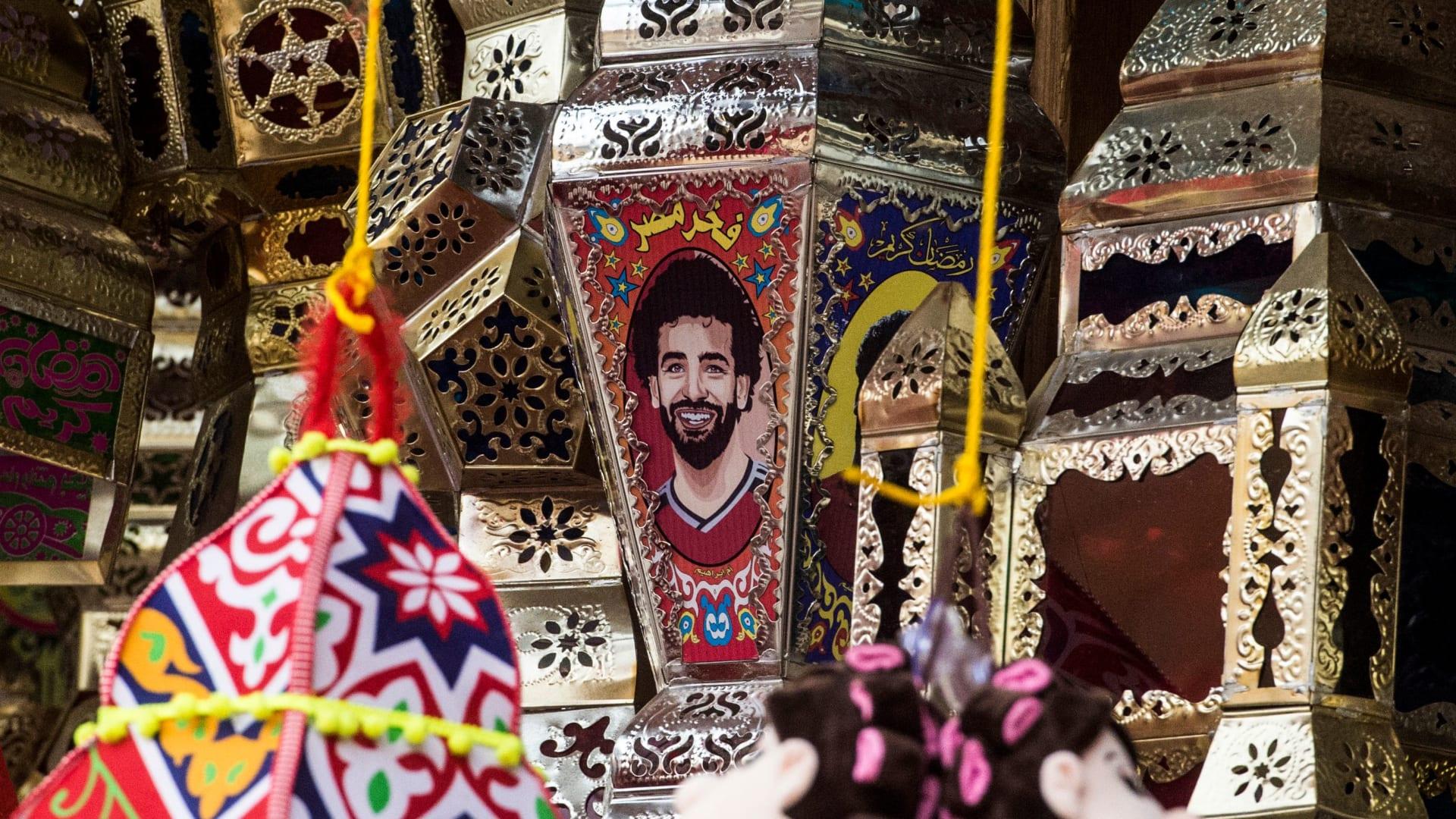 """محمد صلاح """"يجتاح"""" شوارع مصر بهذه الصور"""