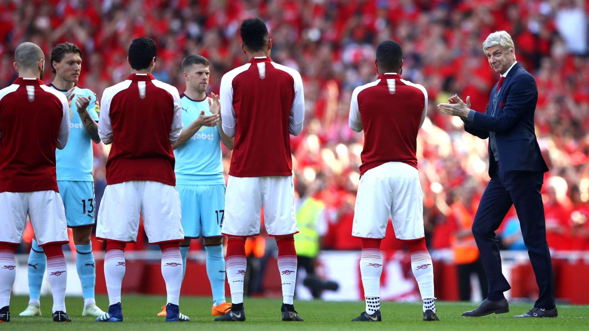 """شاهد.. لحظات مؤثرة سبقت المباراة الأخيرة لفينغر في ملعب """"الإمارات"""""""