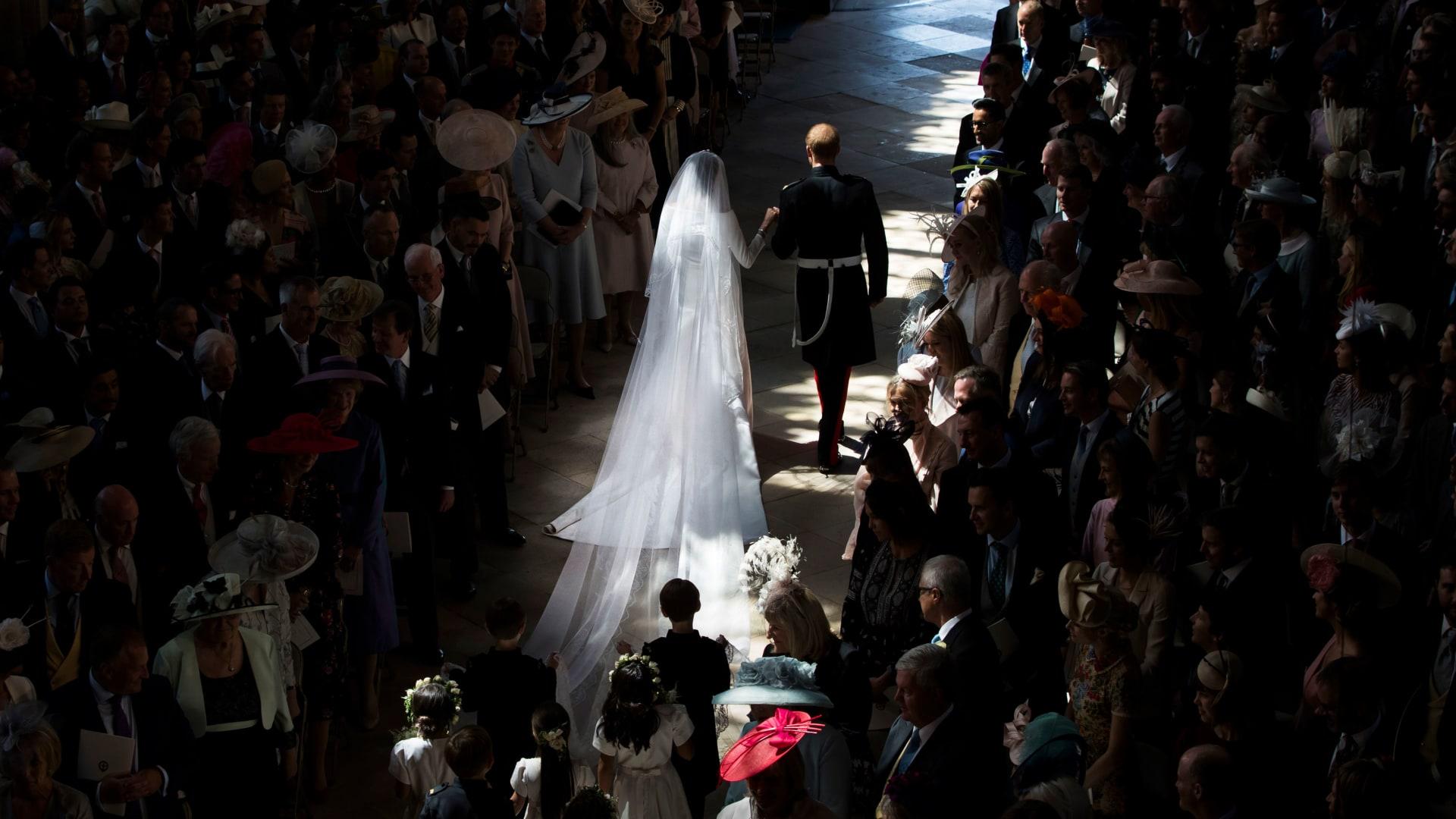 "تعرّفوا إلى تفاصيل فستان زفاف ""دوقة ساسكس"" ميغان ماركل"