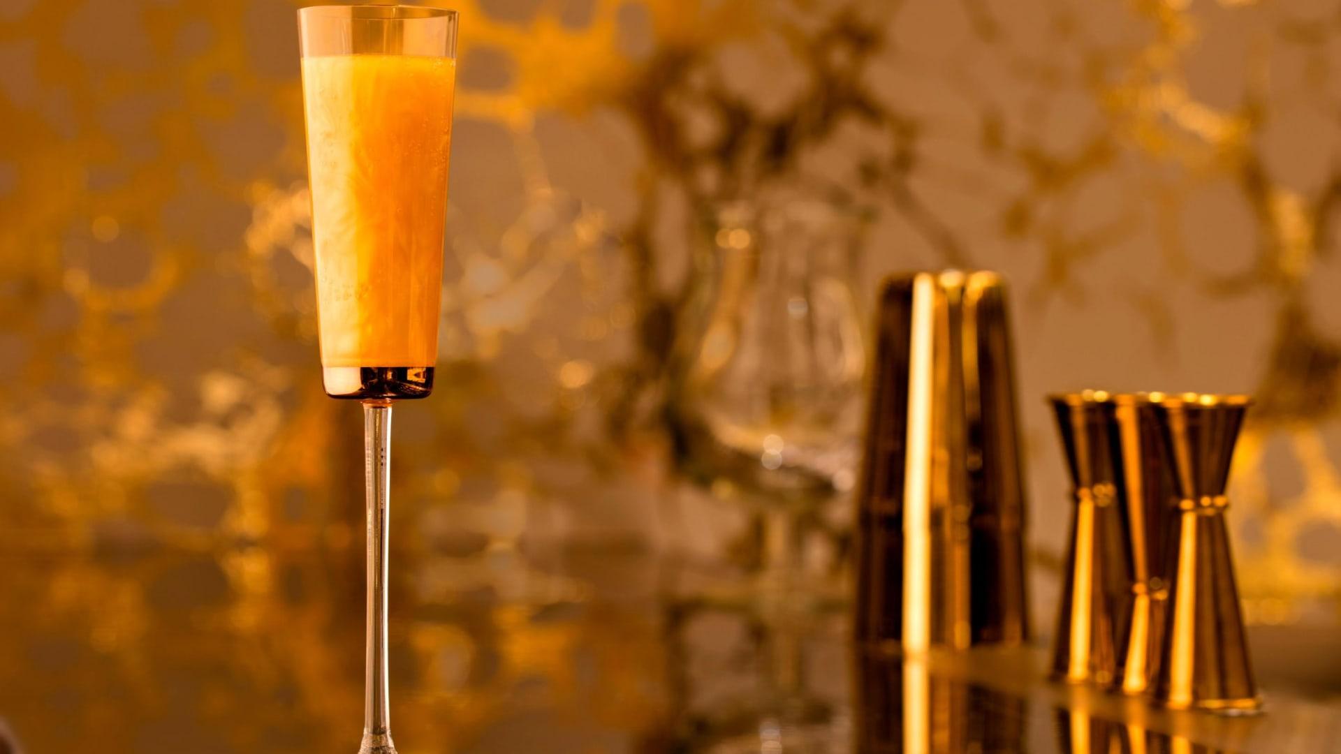 استمتع بمشروب من ذهب.. فقط في دبي