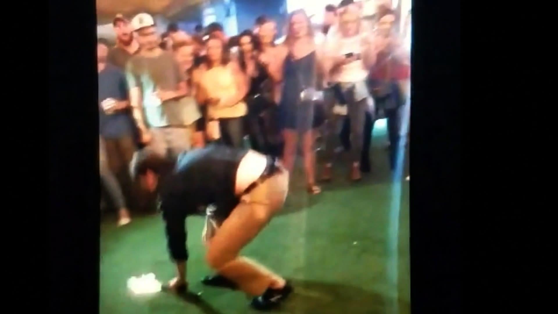 شاهد.. عميل أمريكي يطلق النار على رجل بالخطأ أثناء الرقص