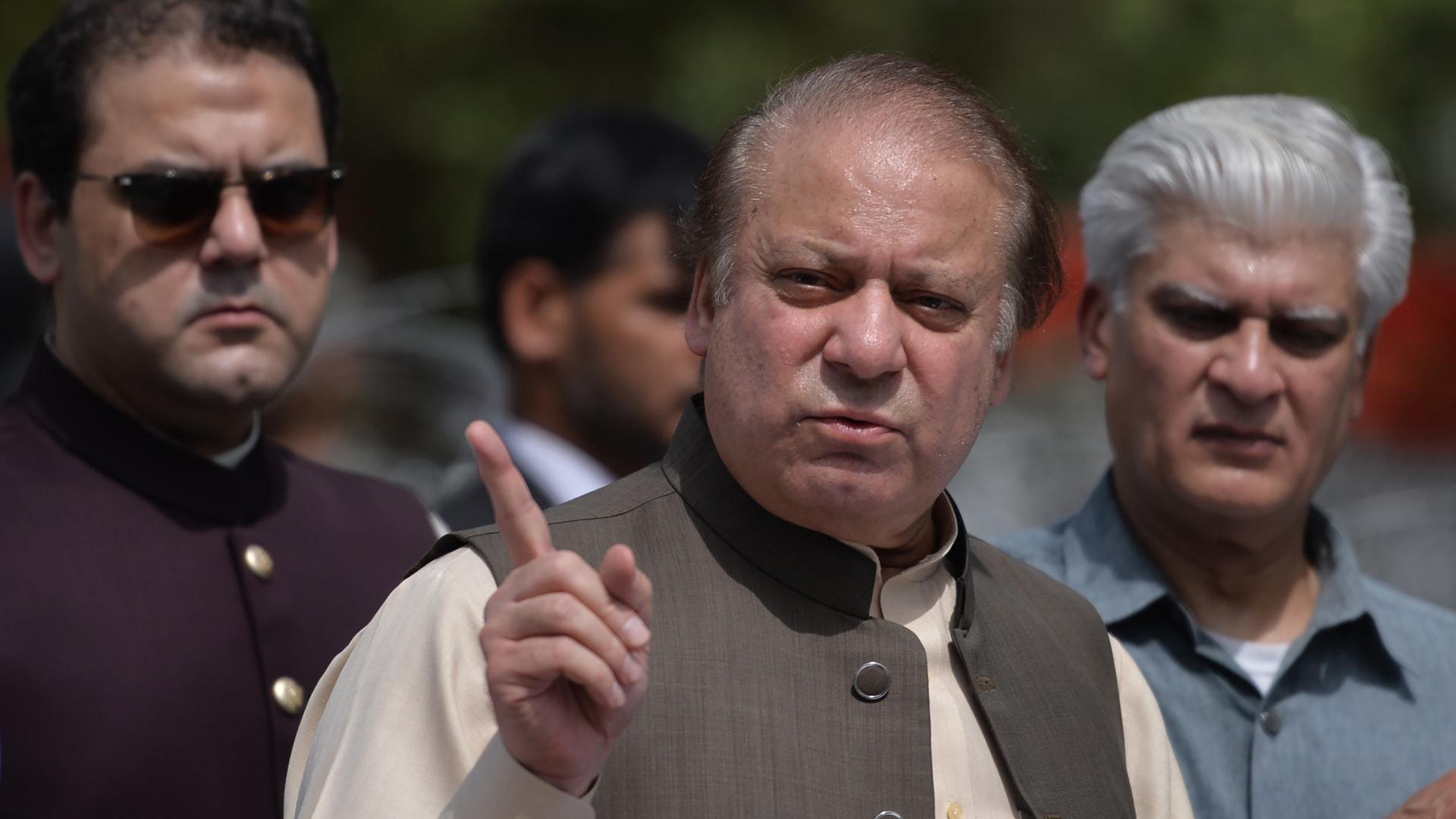 الحكم على رئيس وزراء باكستان السابق بالسجن لـ10 أعوام