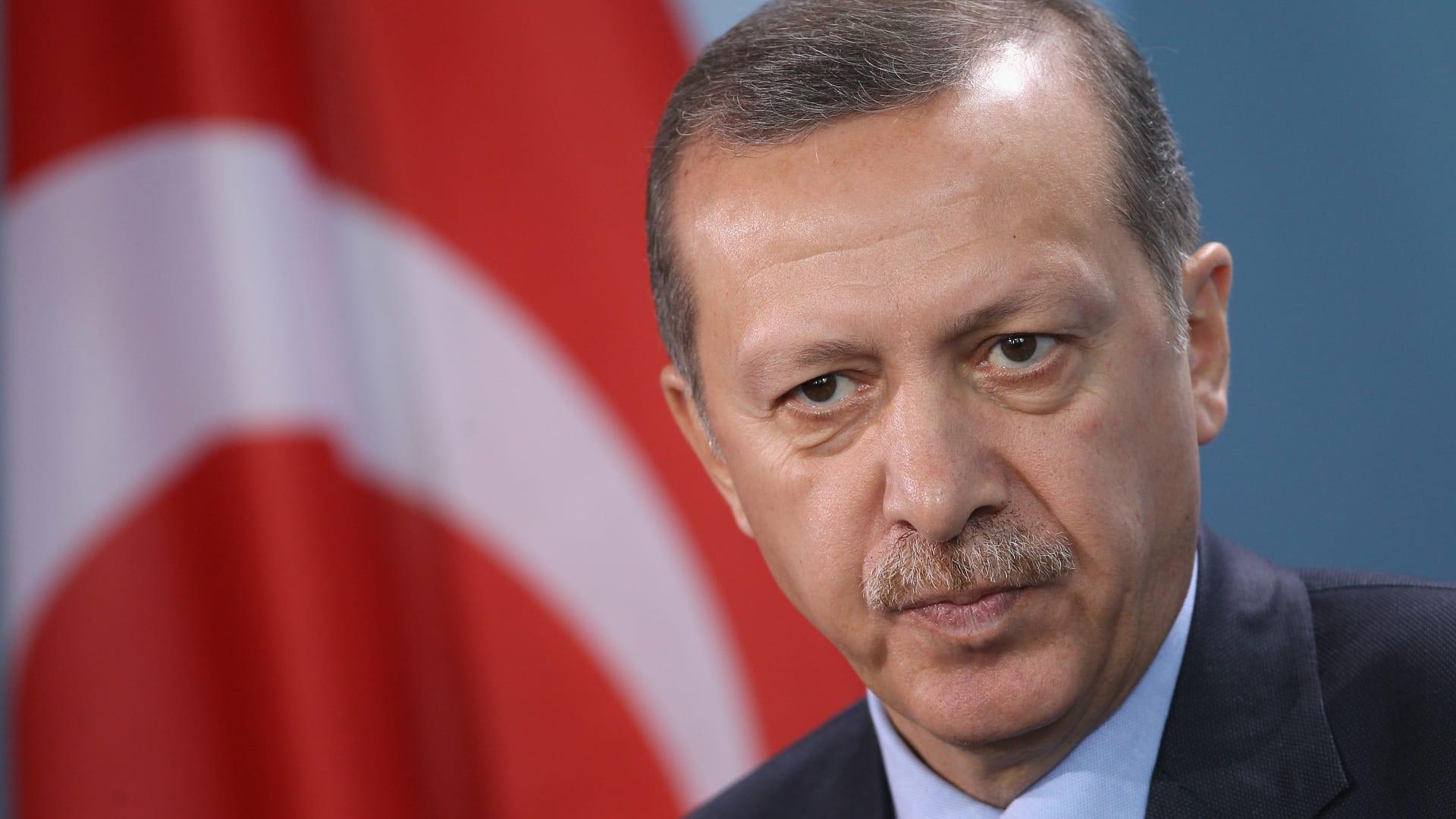 """قبل النظام الرئاسي الجديد.. أردوغان يطالب بـ""""محاسبة"""" قادة حزب معارض"""