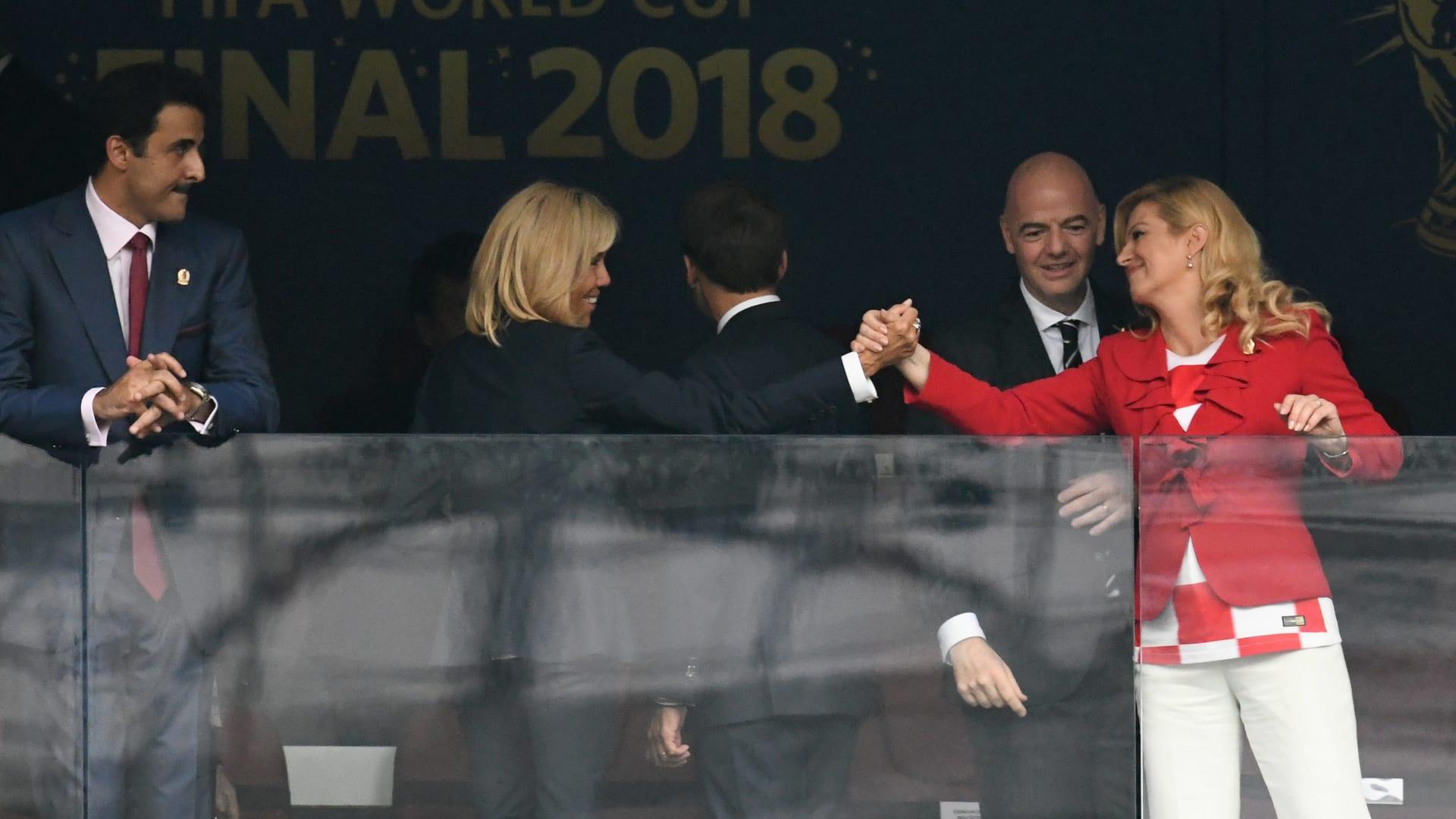 شاهد.. أمير قطر يترك مقعده بنهائي مونديال روسيا لزوجة ماكرون