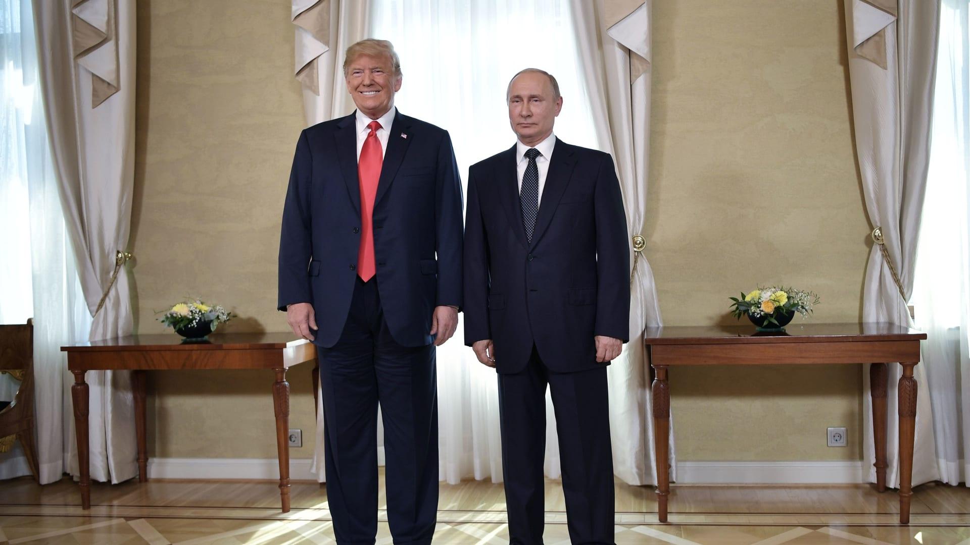 مساعد الرئيس الروسي يوضح سيناريوهات لقاء بوتين وترامب