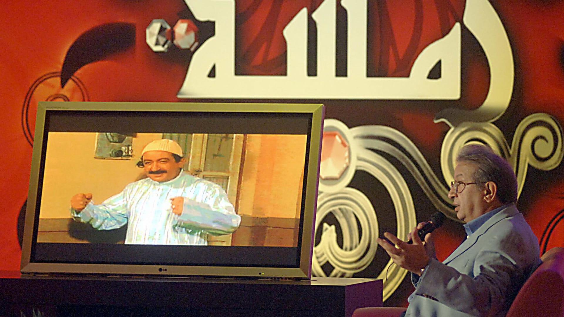 """""""إسرائيل بالعربية"""" تستذكر نور الشريف وتكشف: شمعون بيريز كان يتابع الأفلام المصرية"""