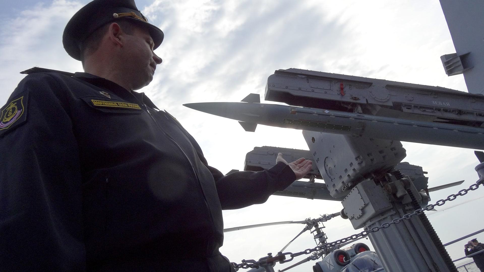 مصادر لـCNN: سفن روسيا بالمتوسط قد تساعد باعتراض صواريخ أمريكا ضد سوريا