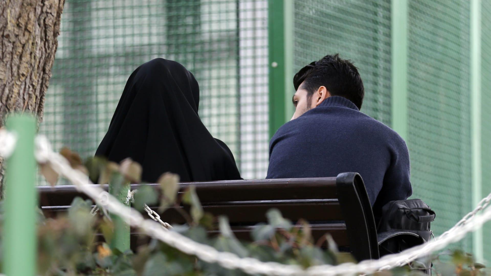 كيف تتصرف إن اكتشف خيانة زوجتك؟ مستشار سعودي بالطب النفسي يجيب