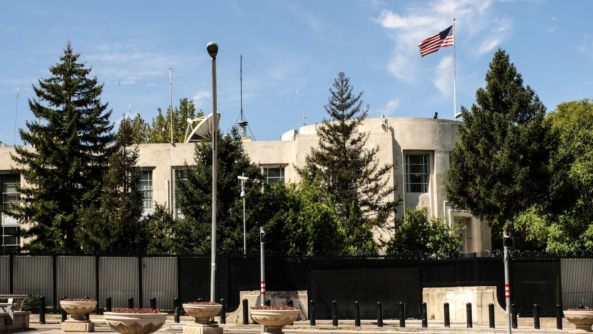 """تركيا تتهم 4 بـ""""عمل عدائي ضد دولة أجنبية"""" بقضية استهداف سفارة أمريكا"""