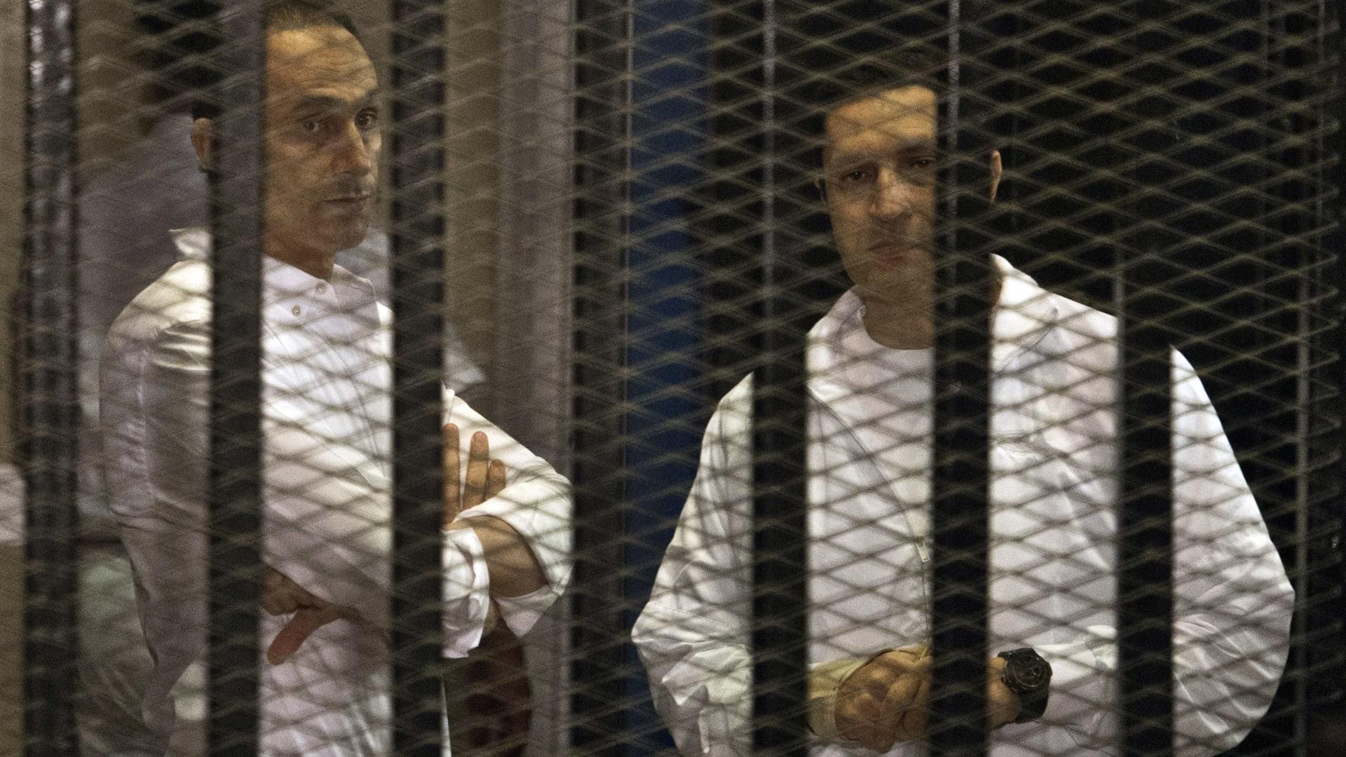 إخلاء سبيل نجلي مبارك والمتهمين في قضية التلاعب بالبورصة.. كم قيمة الكفالة؟