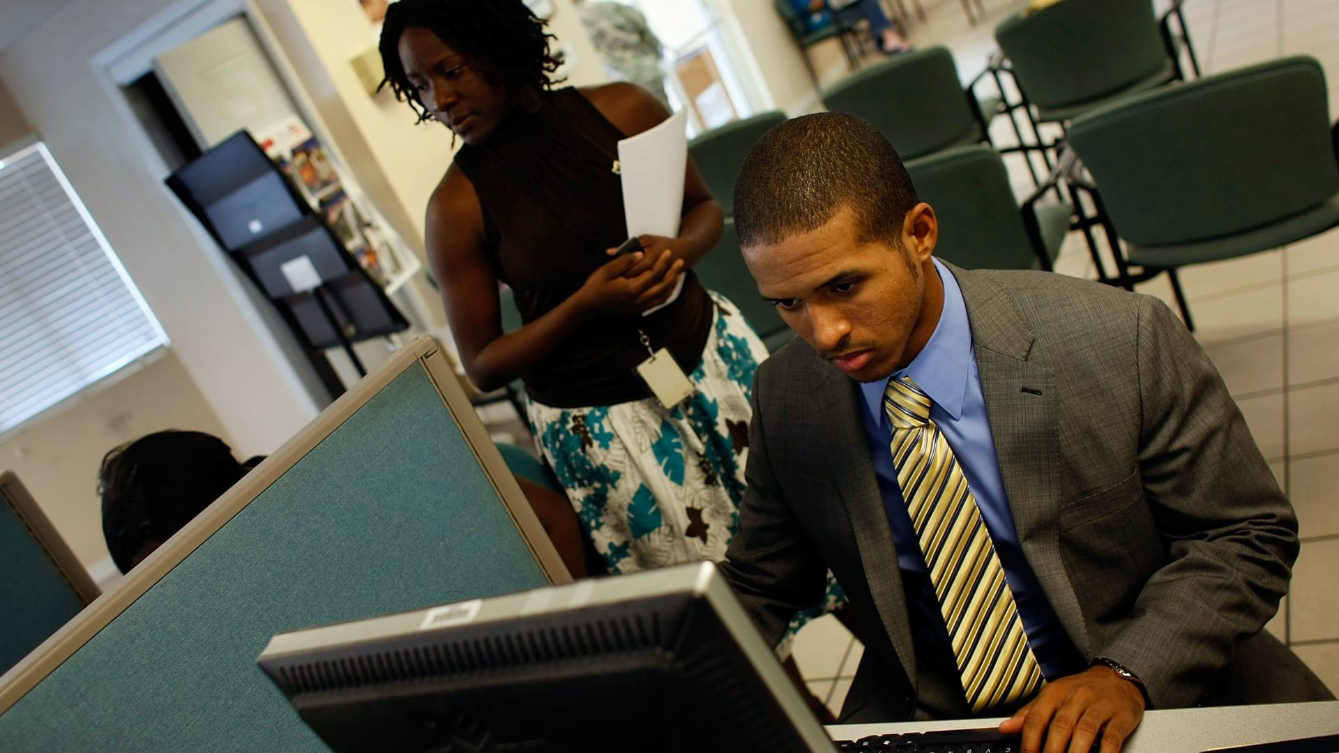 هل تعلم ما هو أسلوب التواصل المفضل لدى أصحاب العمل بالمنطقة؟