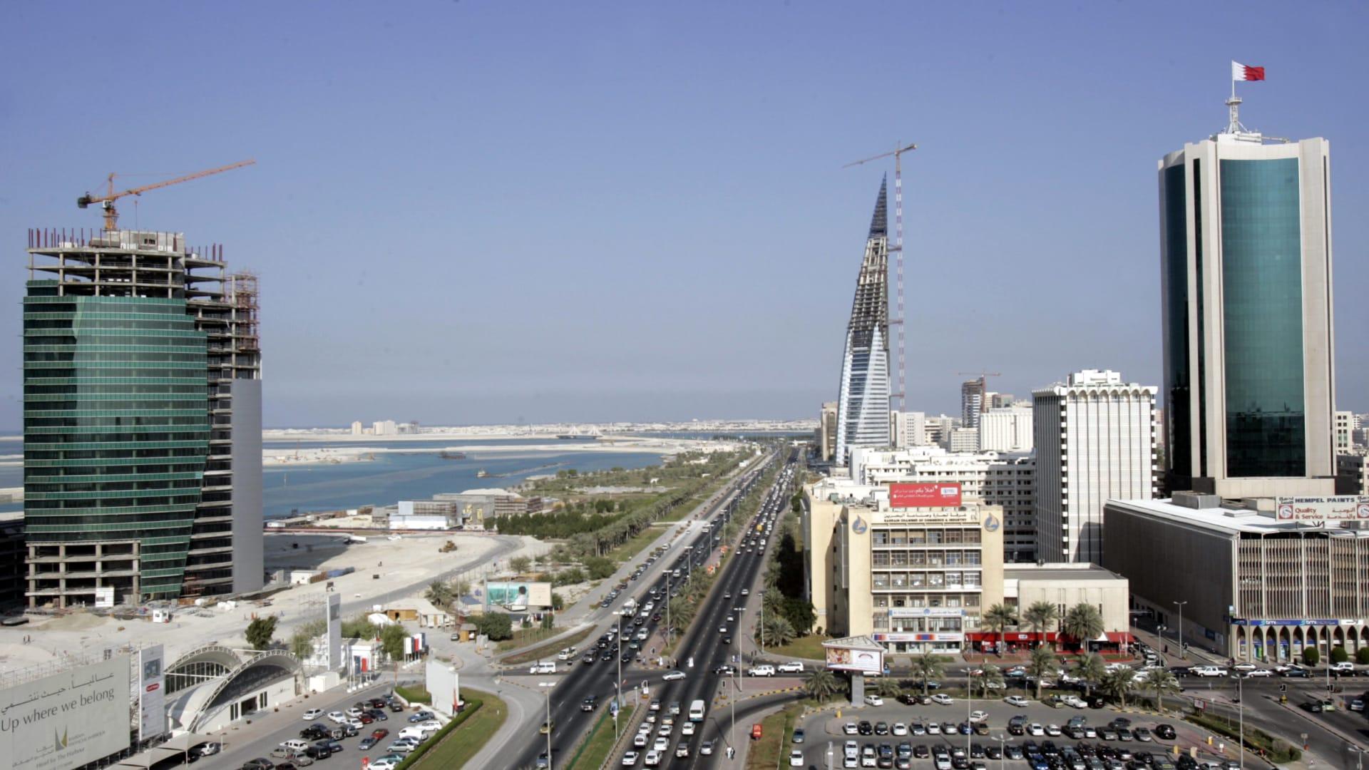 """بعد الدعم الخليجي..البحرين تقترب من """"القيمة المضافة"""" وتفتح باب التقاعد الاختياري"""