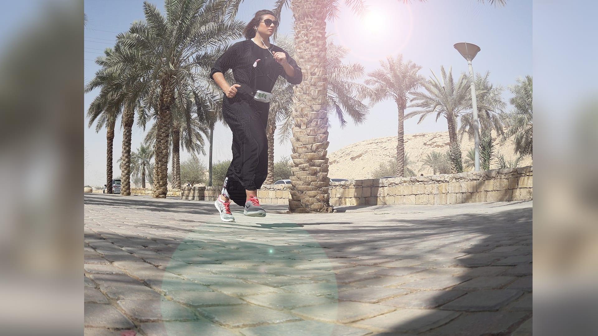 في السعودية.. هل هذا أول فريق نسائي لممارسة الجري في شوارع الرياض؟