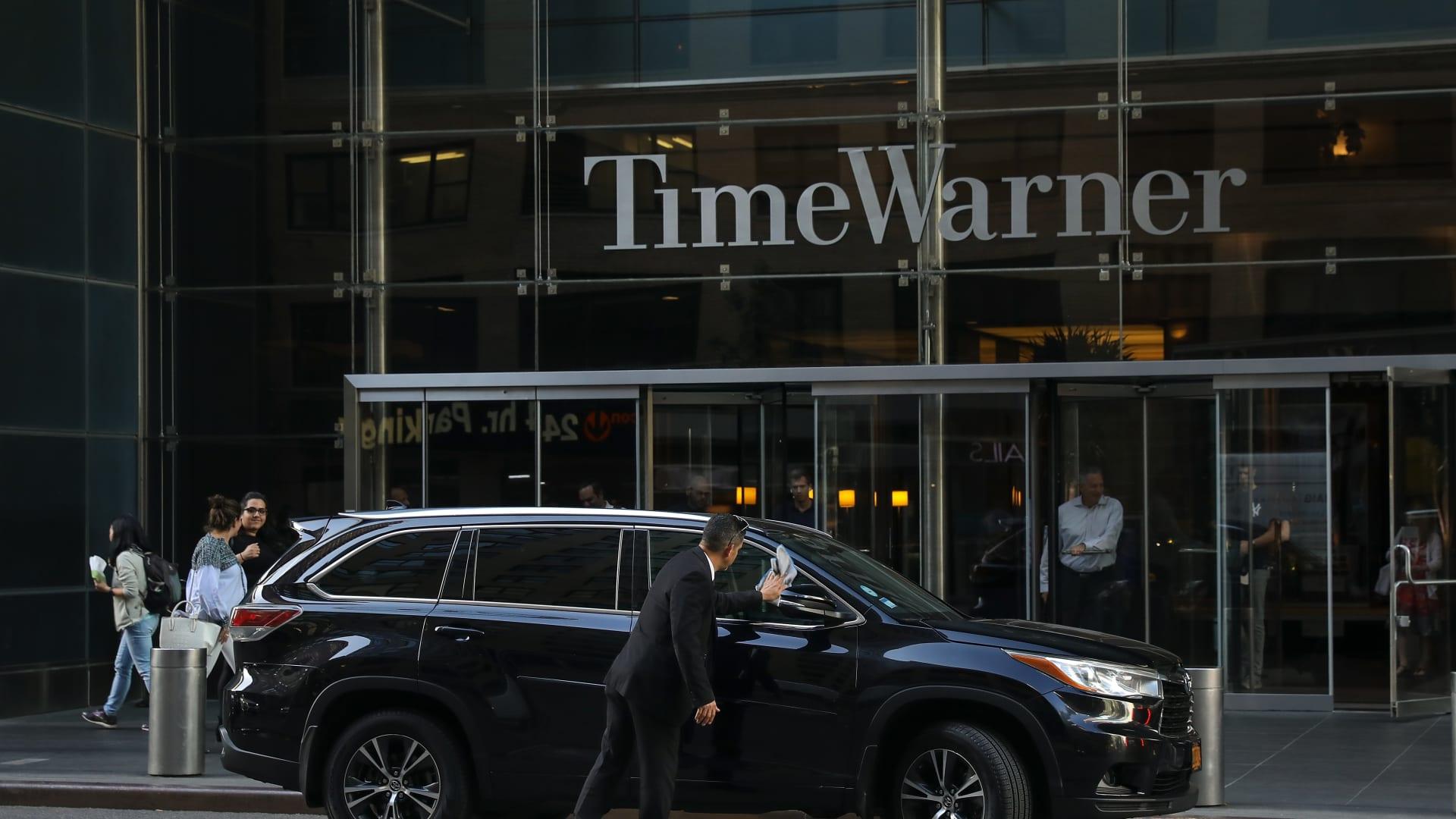 """شرطة نيويورك تتعامل مع """"طرد مشبوه"""" في مقر CNN.. وإخلاء المكاتب كإجراء احترازي"""