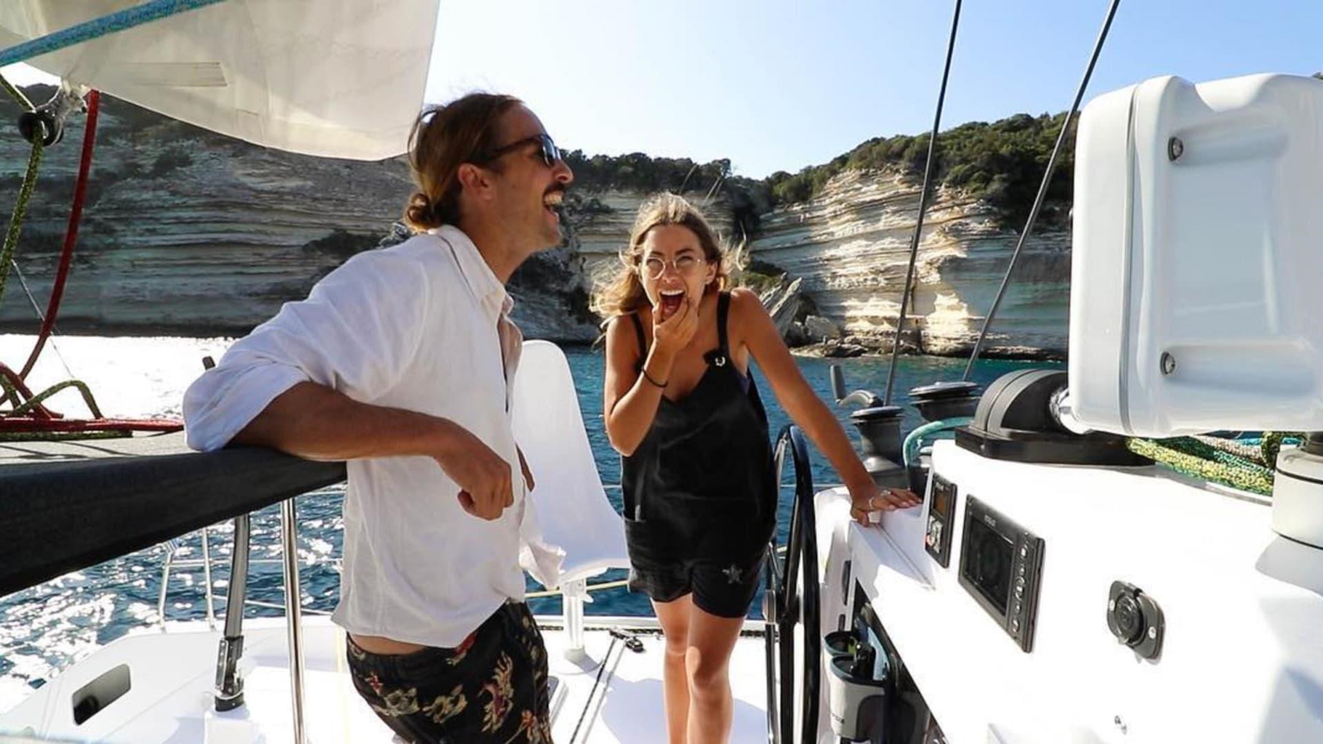 هل تجرؤ على عيش حياة في وسط البحار؟ هذان الزوجان يقومان بذلك