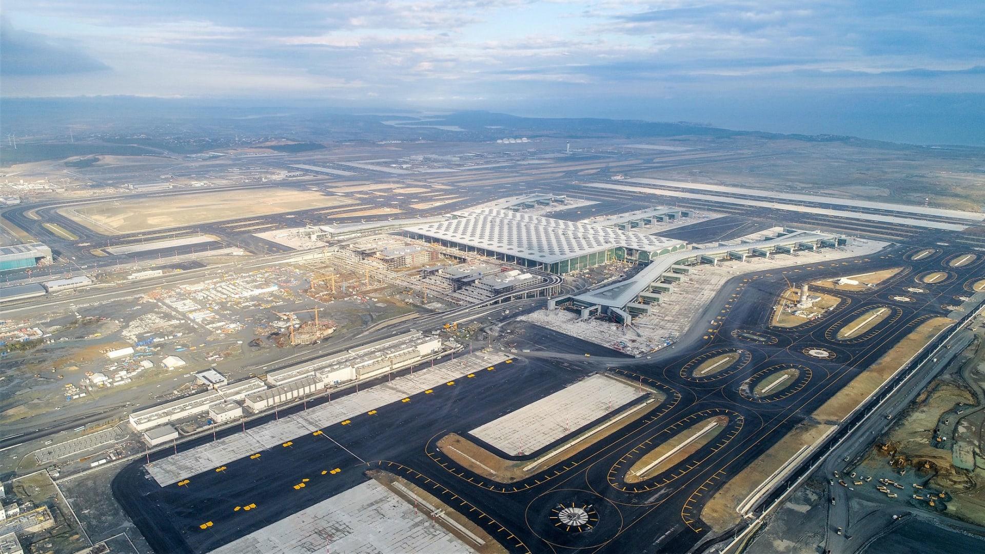 يهدف المطار لاستقبال 200 ألف مسافر أو أكثر كل يوم.