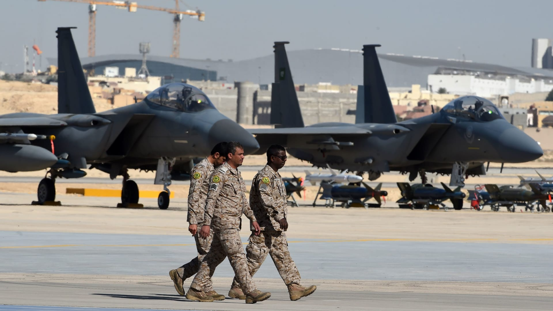 """تحالف """"دعم الشرعية"""": دمرنا أهداف بقاعدة الدليمي الجوية باليمن"""