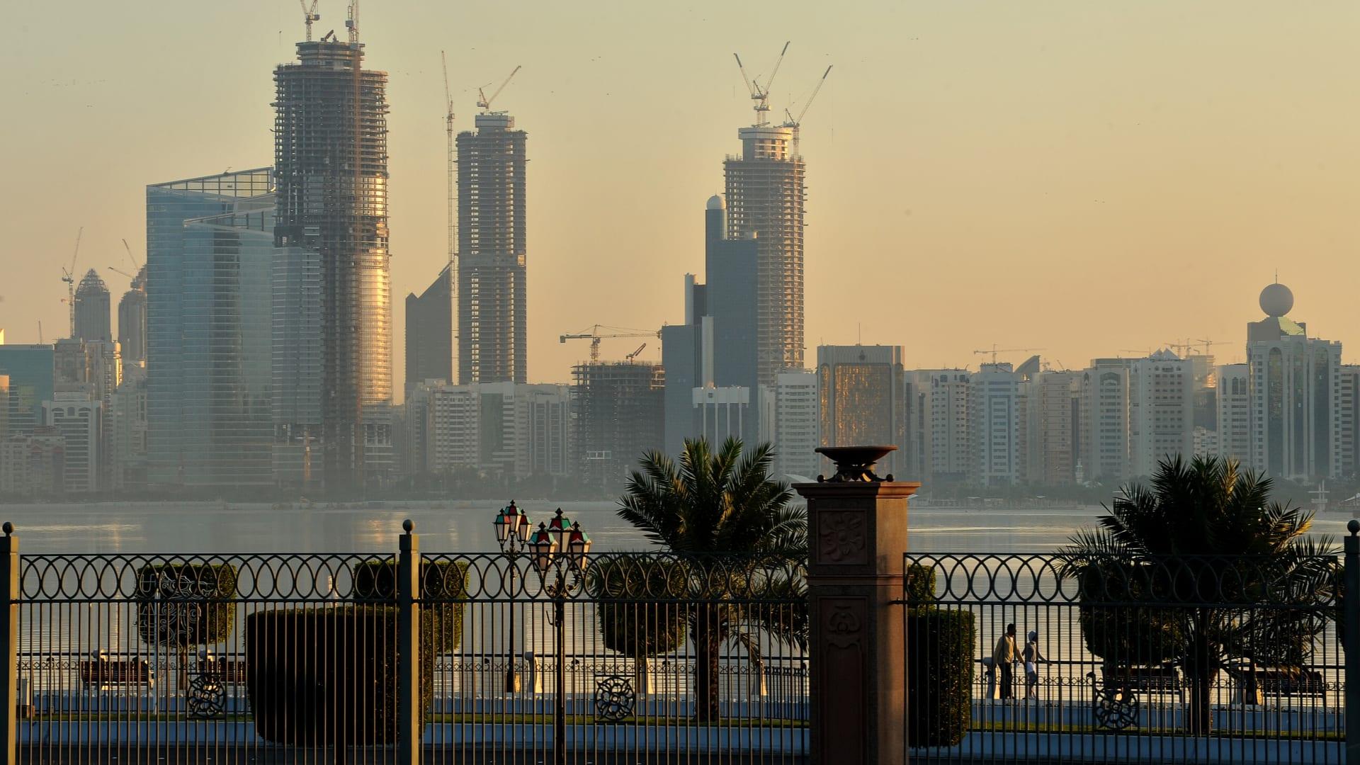 عائلته: الإمارات تقضي بالسجن المؤبد بحق البريطاني ماثيو هيجز بتهمة التجسس