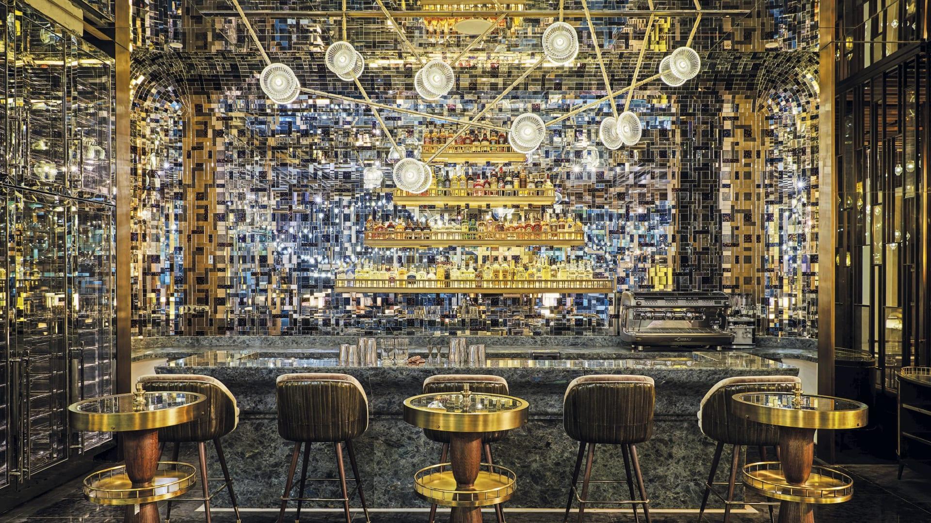 حانة تريغونا في فندق فور سيزونز كوالا لمبور، ماليزيا