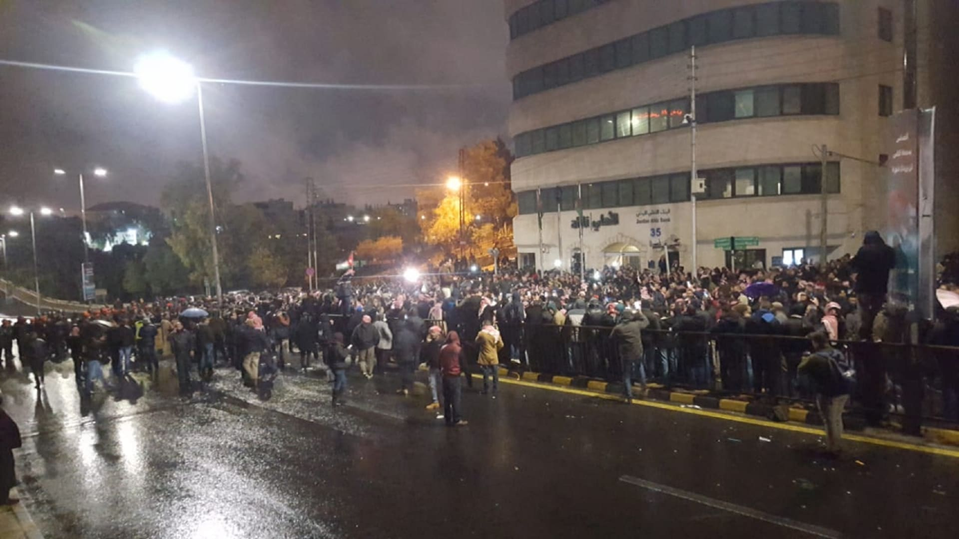 غنيمات لـCNN: التظاهر السلمي حق للأردنيين.. وحكومتنا ماضية في الإصلاح
