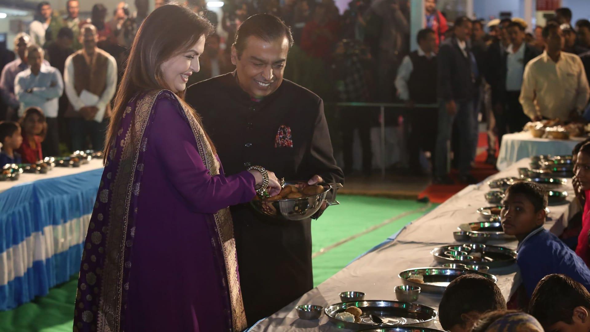 موكيش أمباني وزوجته نيتا في احتفالات ما قبل الزفاف.