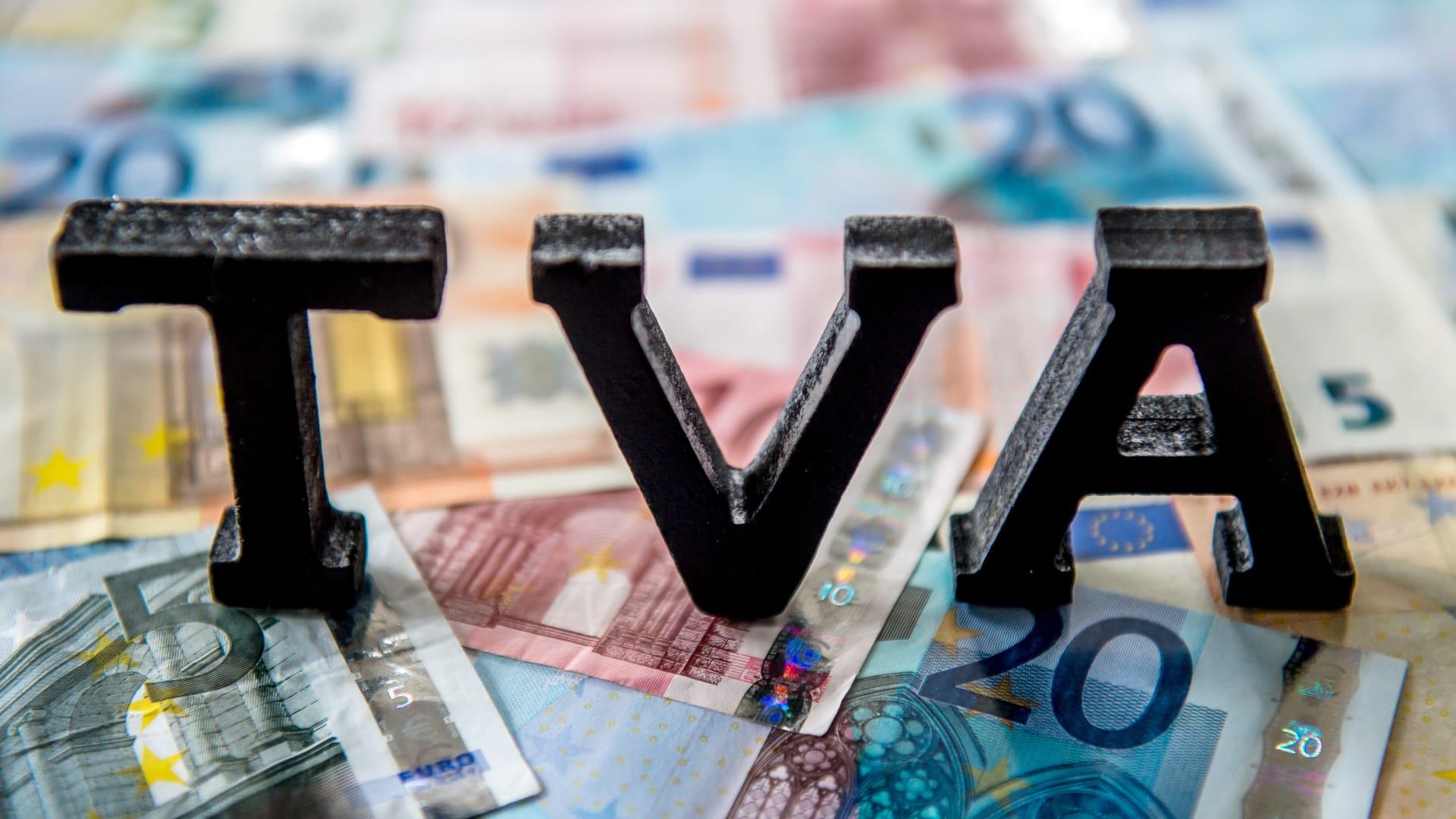 ما الفرق بين ضريبة القيمة المضافة وضريبة المبيعات التقليدية؟
