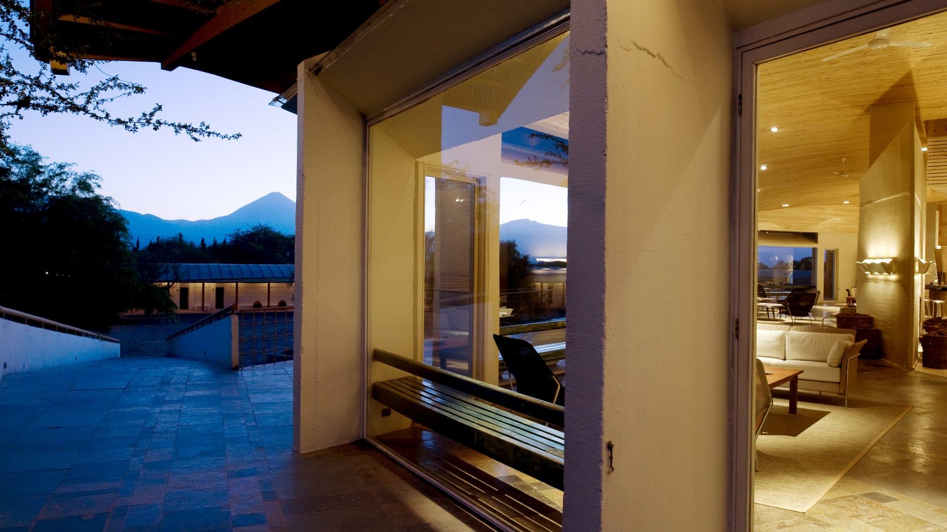 يقع فندق إكسبلورا أتاكاما على مساحة 17 هكتاراً قبالة طريق ضيق ومغبر في سان بيدرو دي أكاتاما.