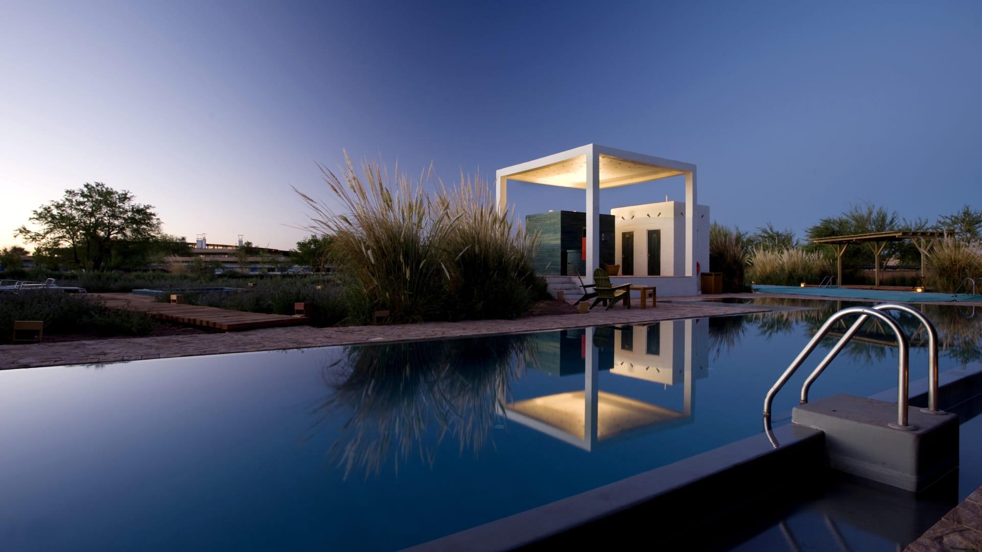 يوفر الفندق خدمات ترفيهية مثل الجاكوزي وبركة السباحة في وسط البرية.