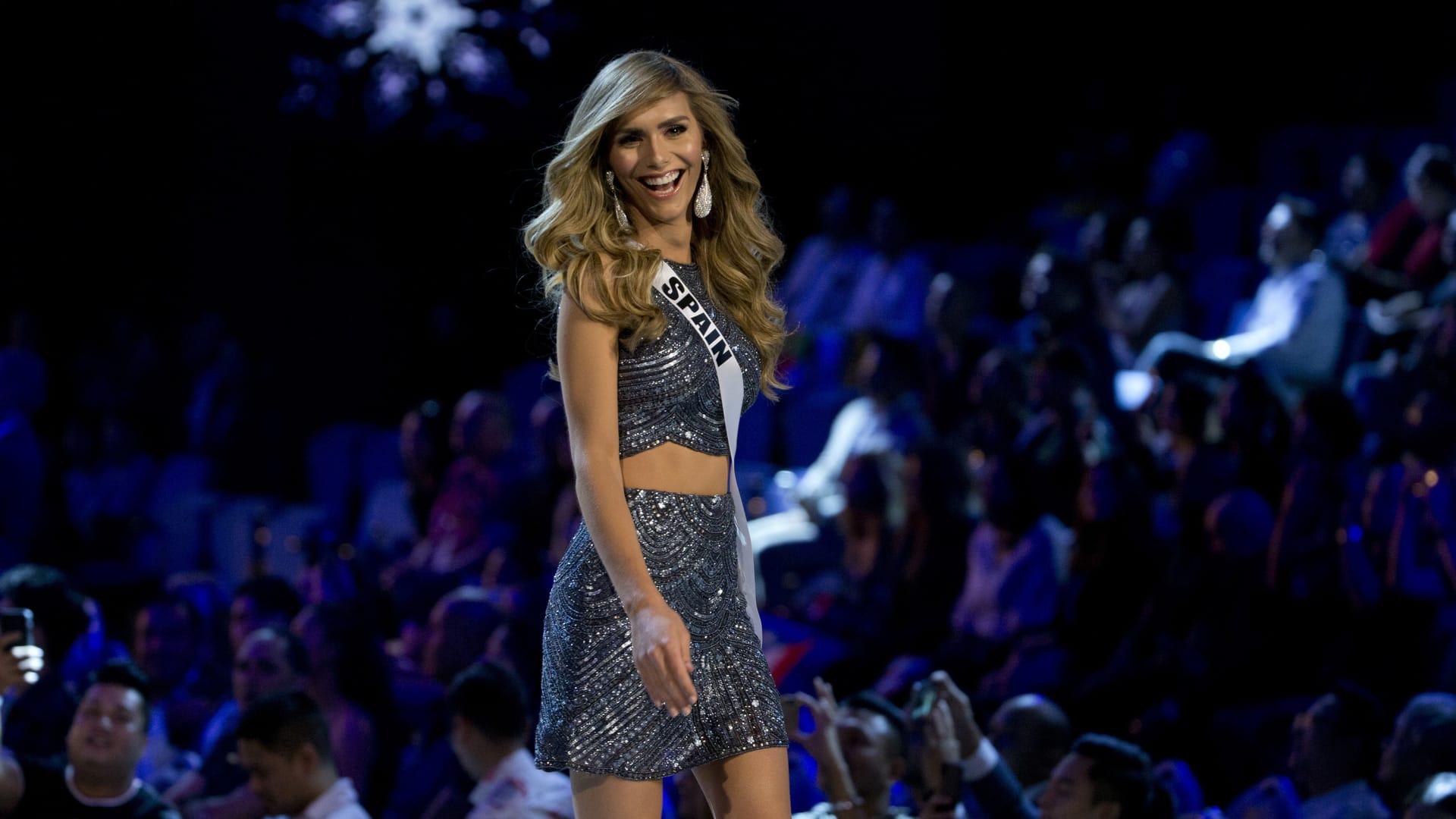 شاركت ملكة جمال إسبانيا، أنجيلا بونس، في المسابقة لتكون أول متحولة جنسياً، تشارك في حفل ملكة جمال الكون.