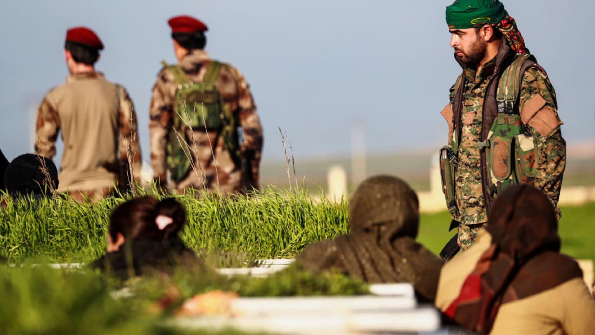 هجوم داعشي على قوات سوريا الديمقراطية في بلدة هجين