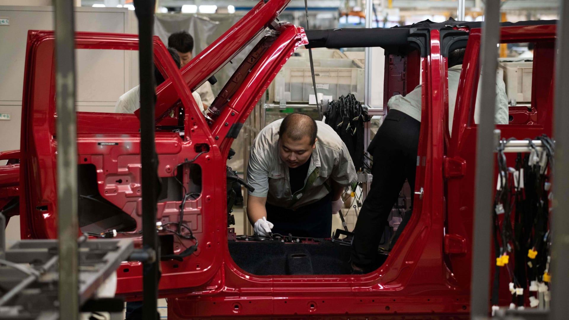 الصين تتوقع تباطؤ مبيعات أكبر سوق للسيارات في العالم خلال 2019