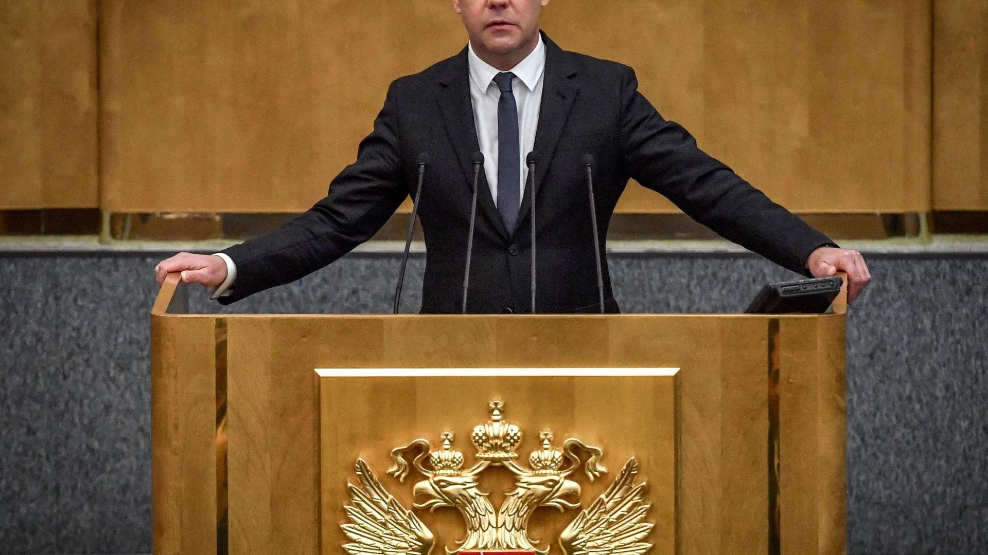 ميدفيديف يكشف سبب خفض استثمارات روسيا في السندات الأمريكية