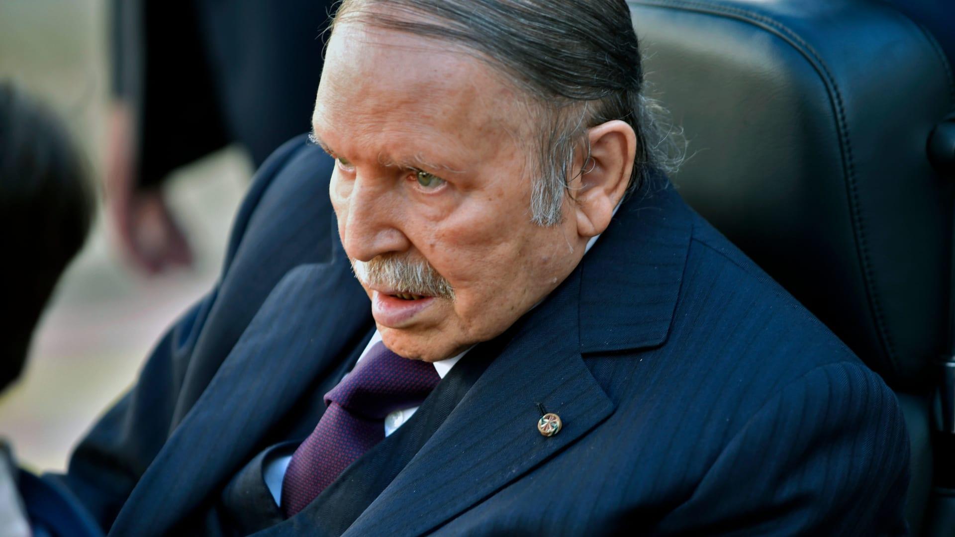 عبد العزيز بوتفليقة يعلن ترشحه للانتخابات الرئاسية المقبلة في الجزائر