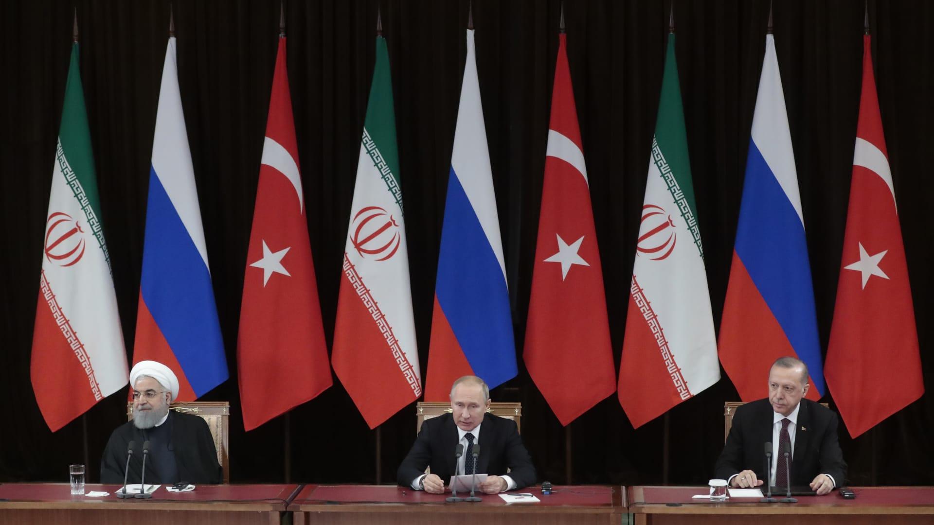 رأي.. بشار جرار يكتب عن معركة إدلب بين مؤتمري سوتشي ووارسو