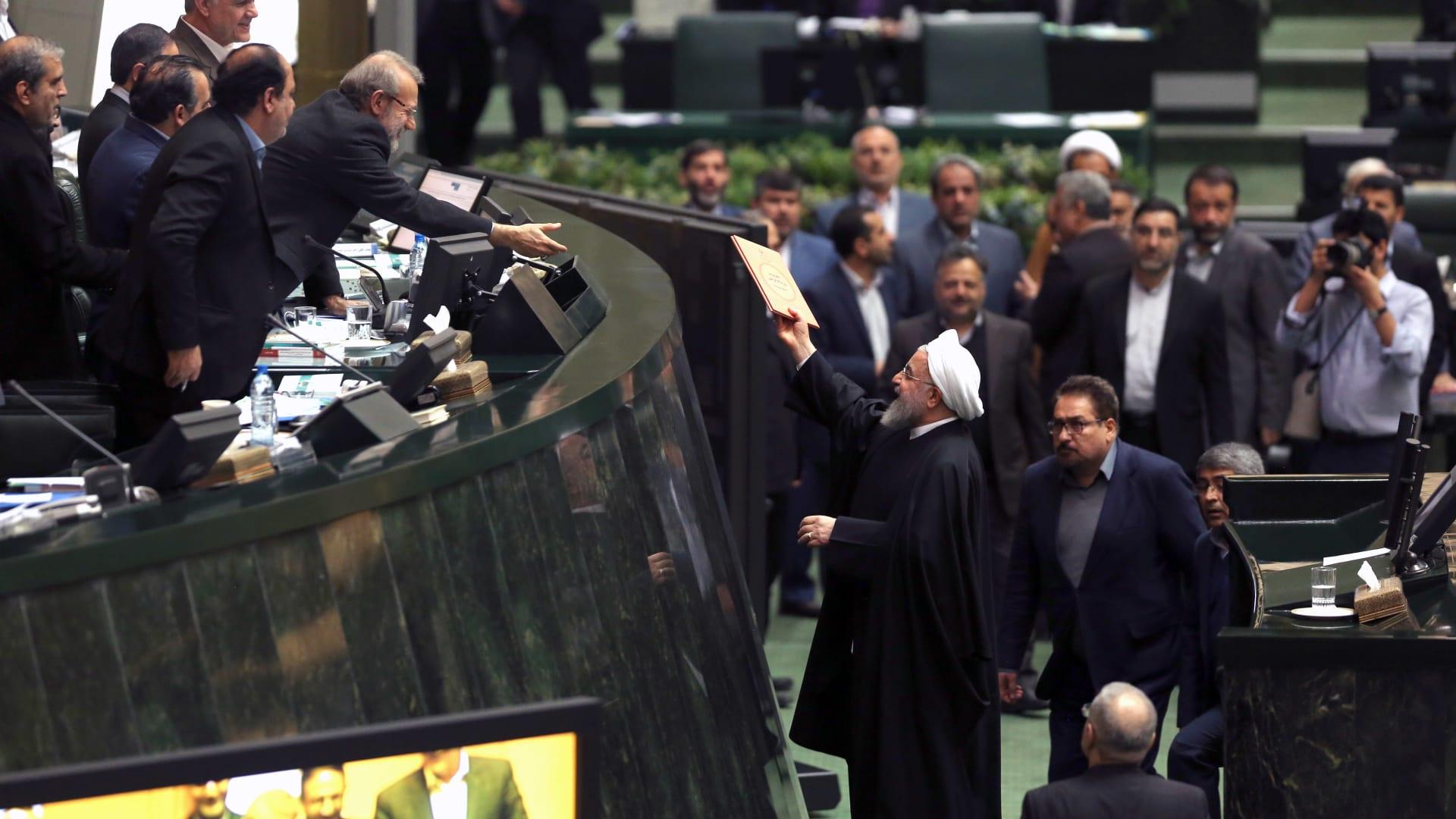 البرلمان الإيراني يقر الموازنة العامة بعد 27 جلسة..فما قيمتها؟