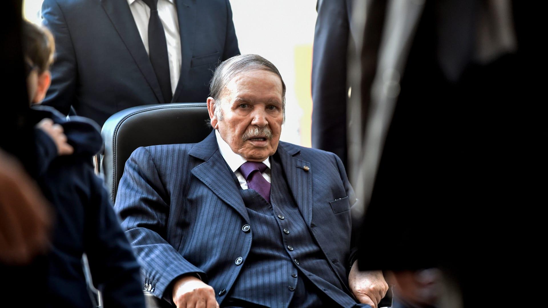 بوتفليقة يتعهد بإجراء انتخابات رئاسية مسبقة إن فاز بالرئاسة المقبلة