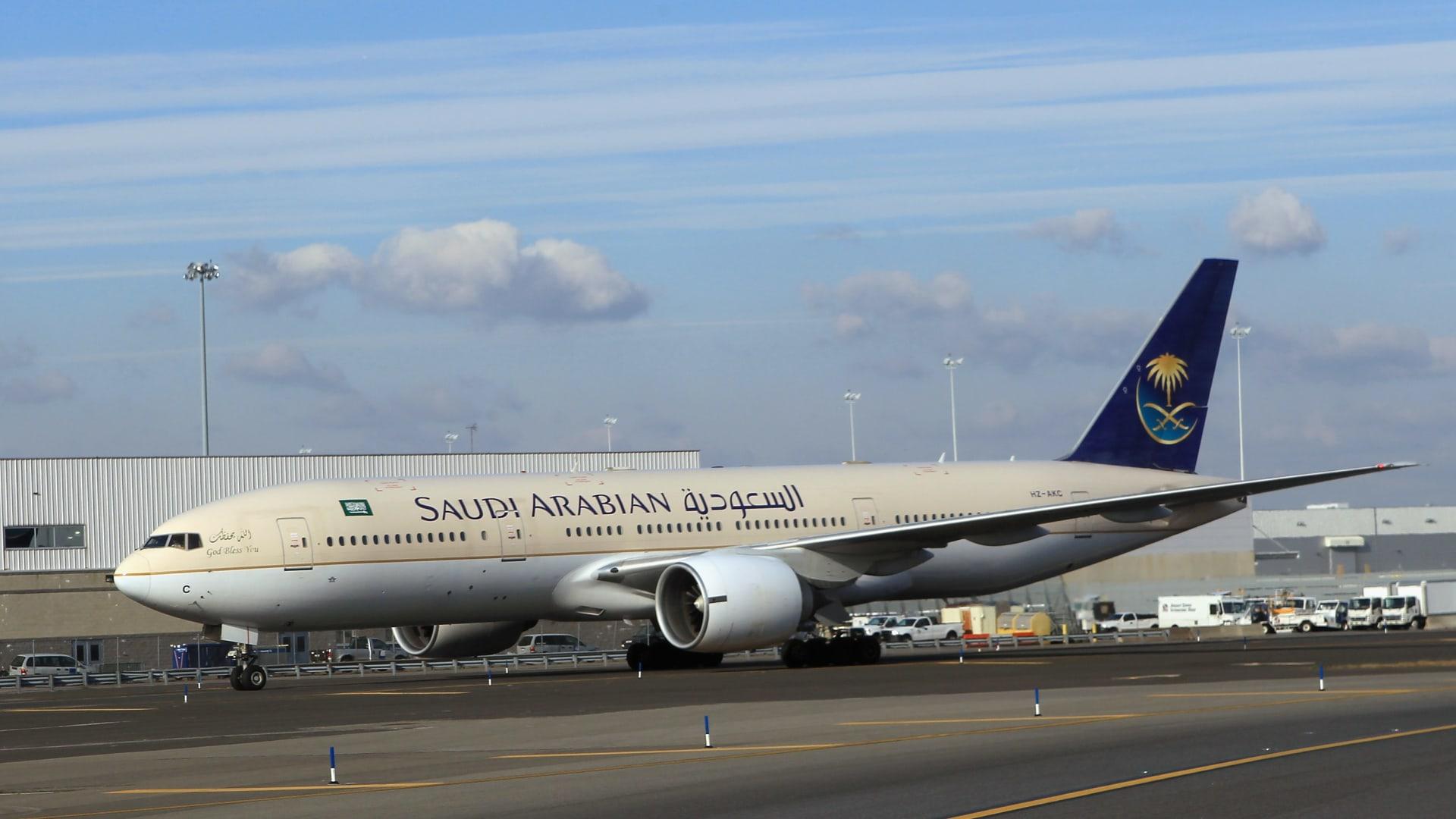 """هل تصبح """"الخطوط السعودية"""" منافسا حقيقيا لقطر والإمارات؟"""