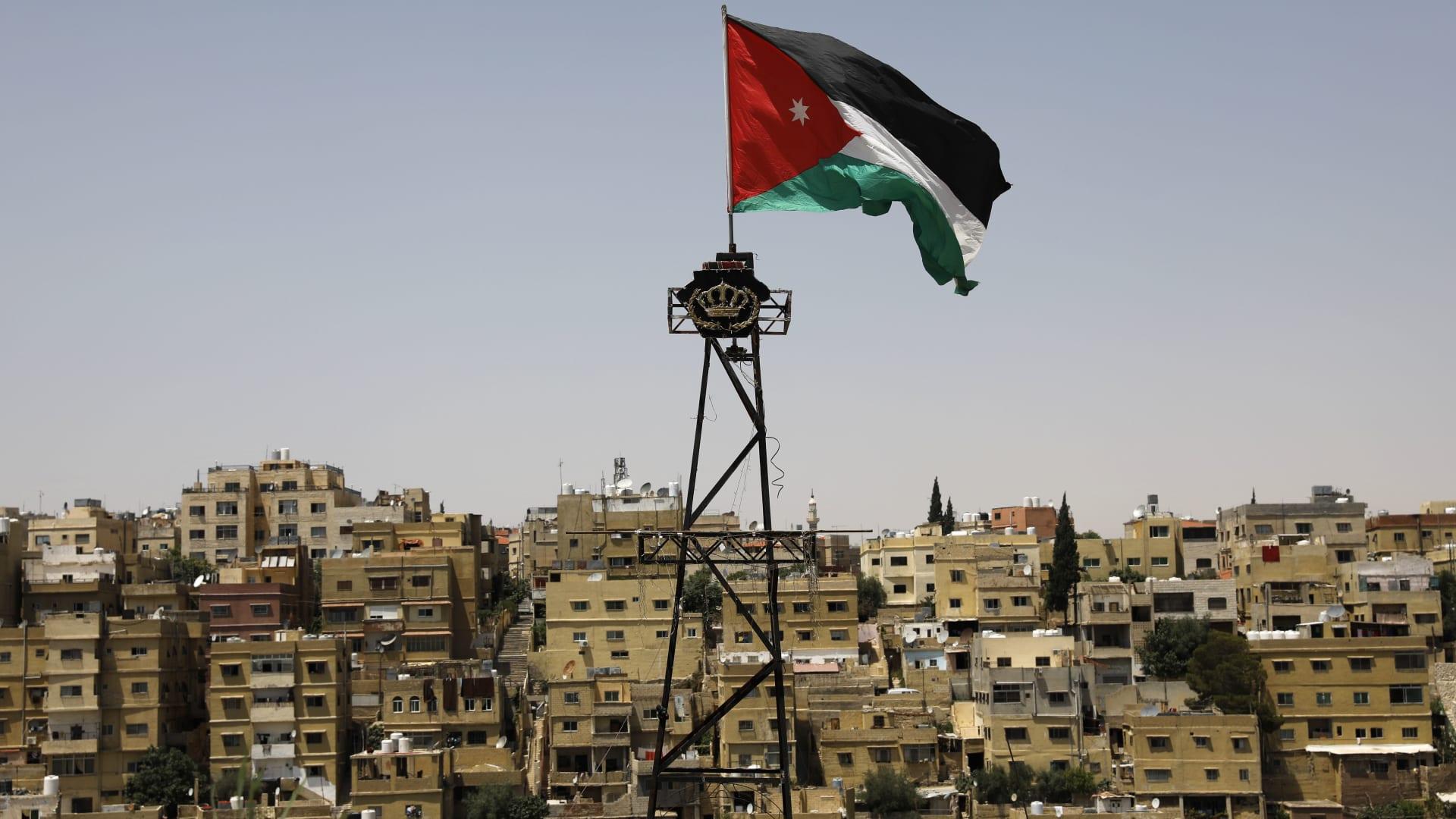"""محاكمة المتهمين بـ""""قضية الدخان"""" في الأردن علنا.. فما التفاصيل؟"""