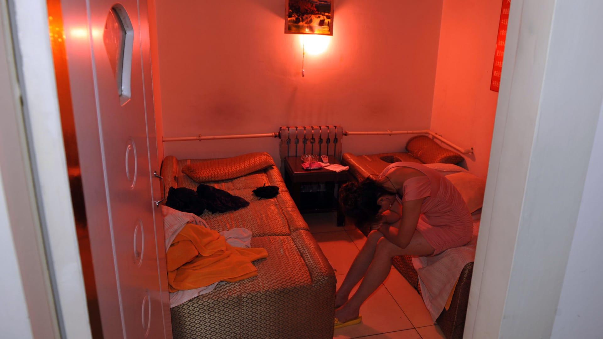 انتبه.. تصوير 1600 شخص سرا داخل غرف فندقية وبثها بصورة مباشرة