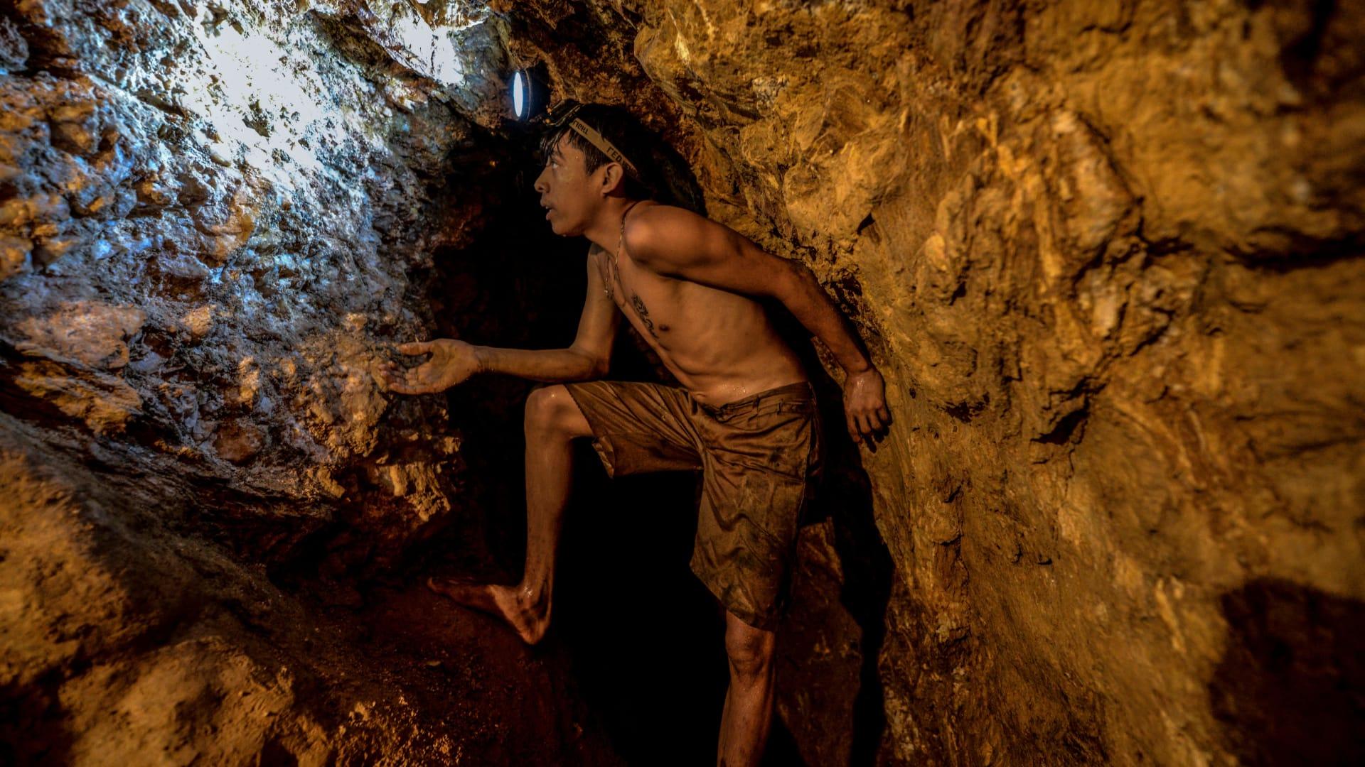 """الولايات المتحدة تضرب """"مادورو"""" بفرض عقوبات على شركة الذهب الفنزويلية"""