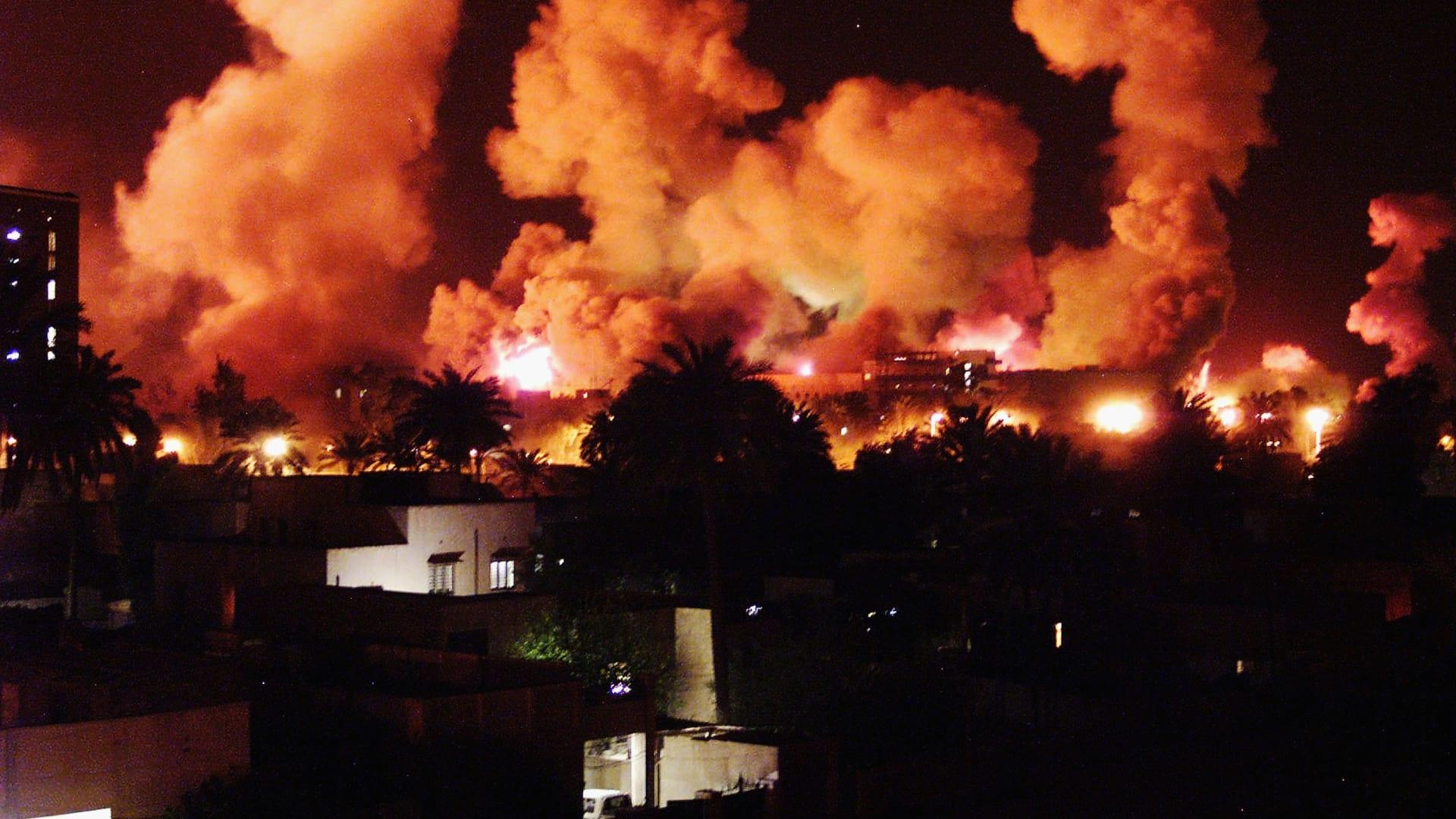 الذكرى الـ16 لحرب العراق.. بين حزن وفرح بإسقاط صدام حسين إلى نظريات المؤامرة.. كيف تذكرها نشطاء بتويتر؟