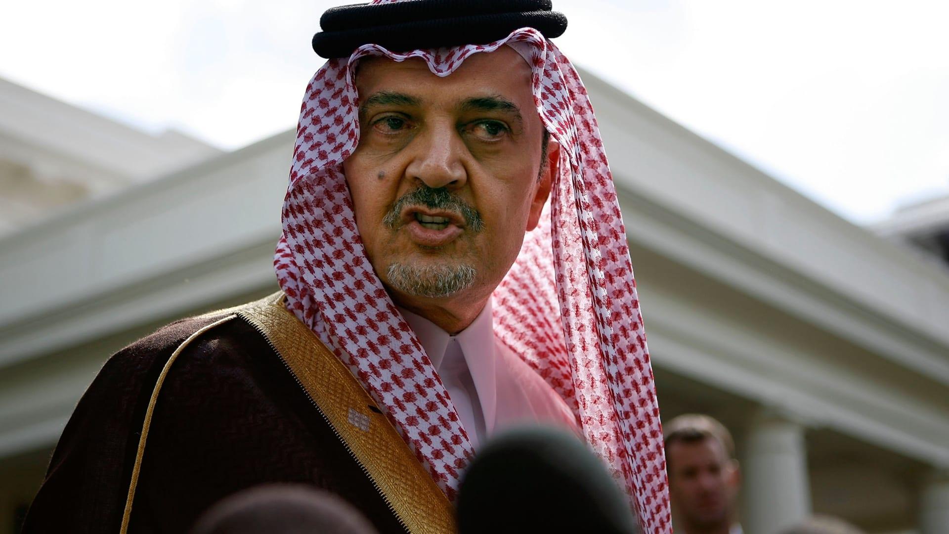 """سفير السعودية بالإمارات يستذكر بفيديو """"بلاغة"""" سعود الفيصل و""""الانتقال من عبارة مبكية لجملة مضحكة"""""""