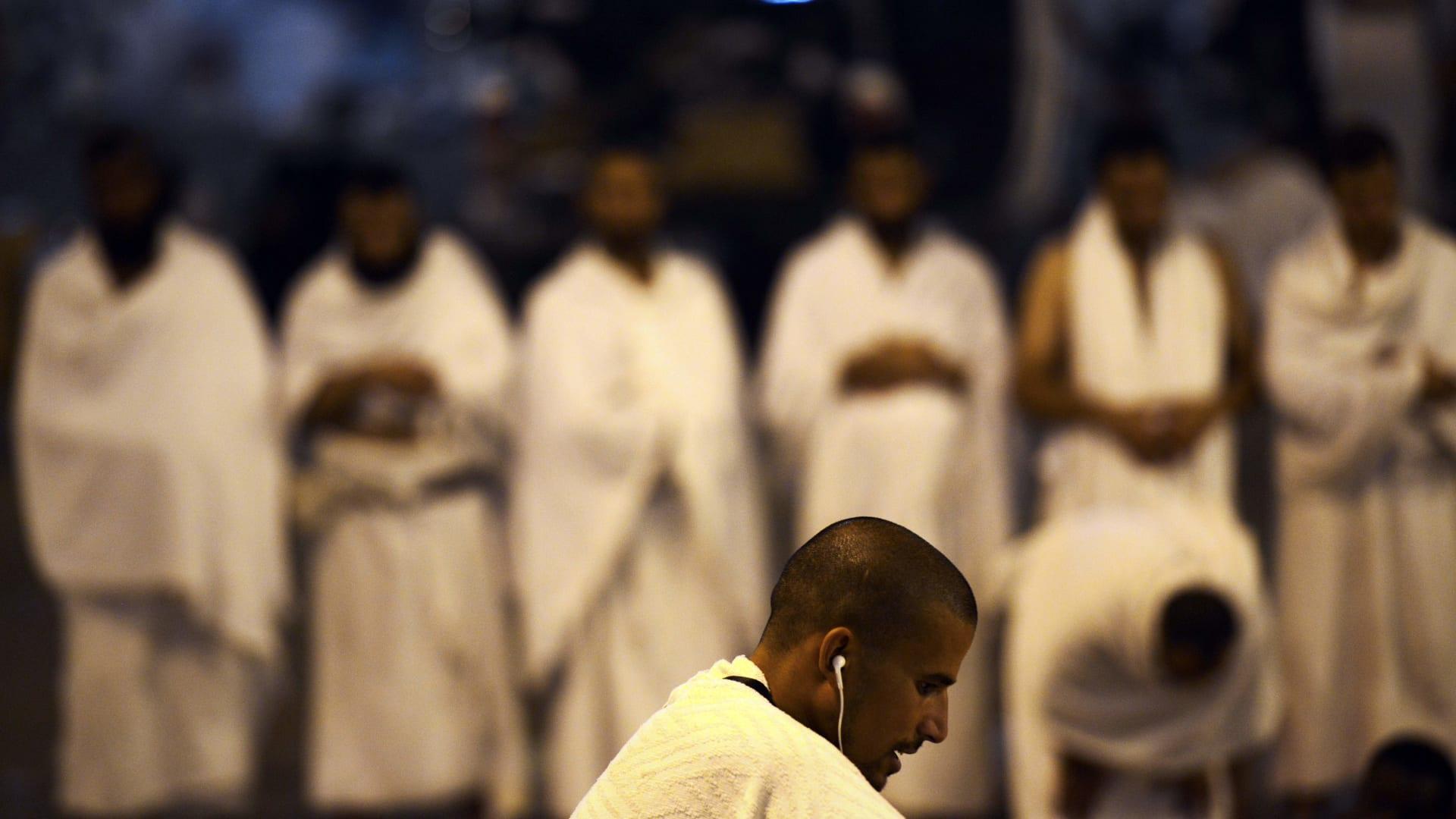 """رئيس """"الهيئة"""" السابق في مكة يثير جدلا بتصريح """"صلاة الجماعة سنة"""""""